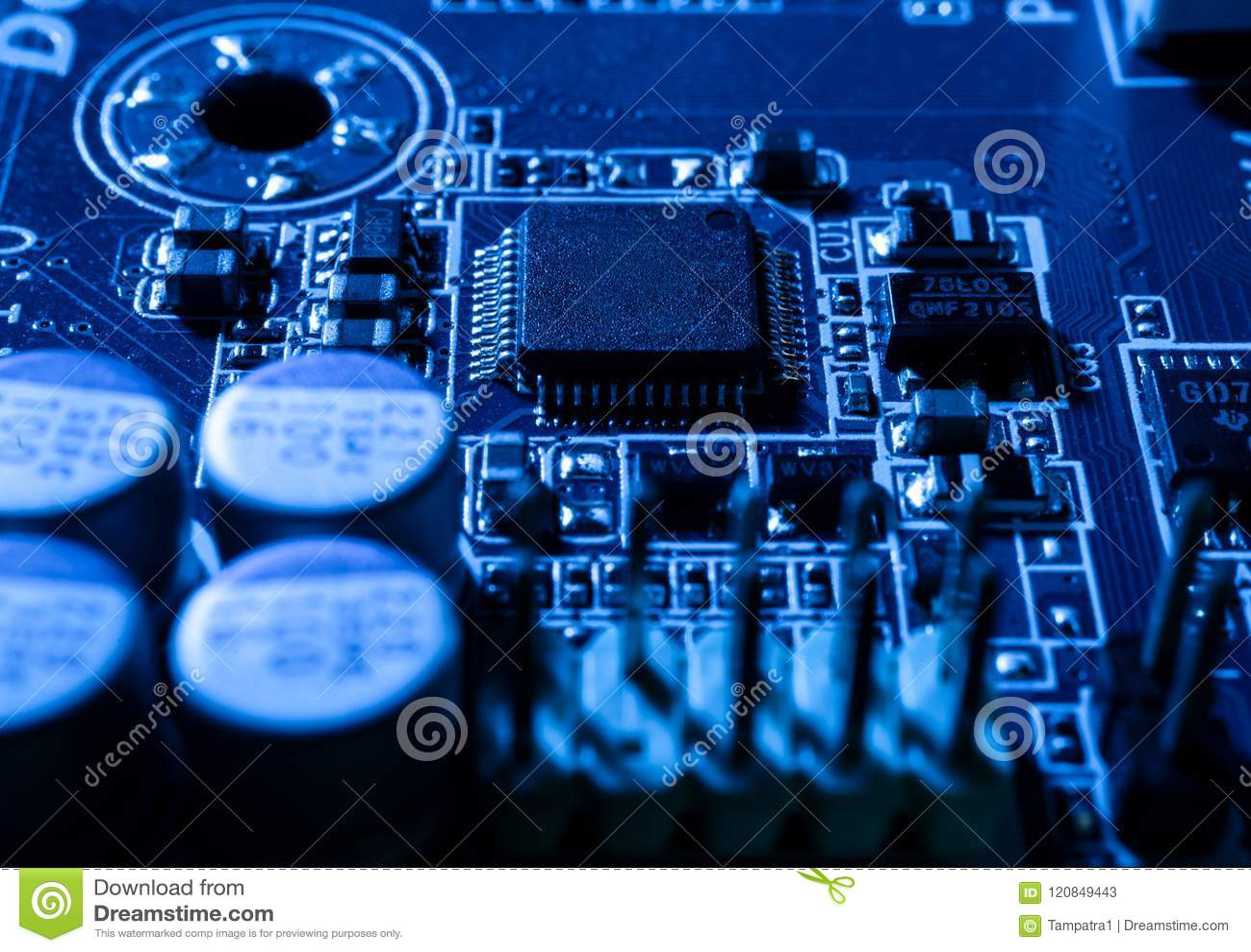Elektroniska strömkretsar i futuristiskt teknologibegrepp