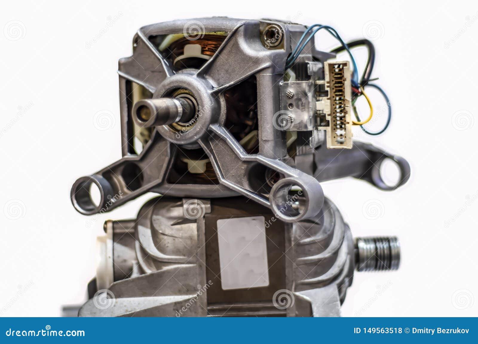 Elektrycznego silnika pralka odizolowywająca na bielu Szczegóły automatyczna parowozowa płuczka na białym tle