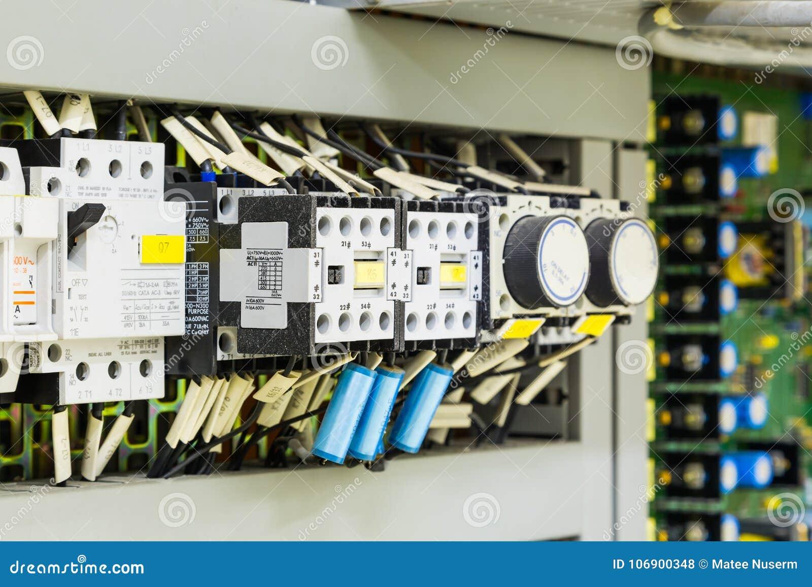 Elektryczni kontrolni przyrząda w kontrolnej kabince