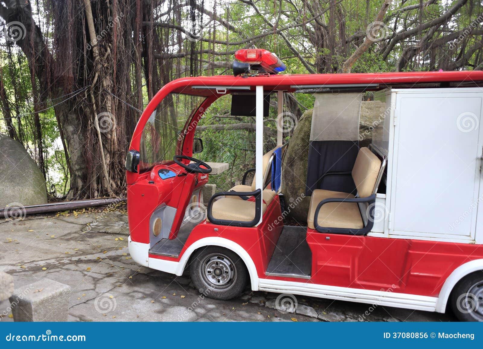 Elektryczny samochód strażacki