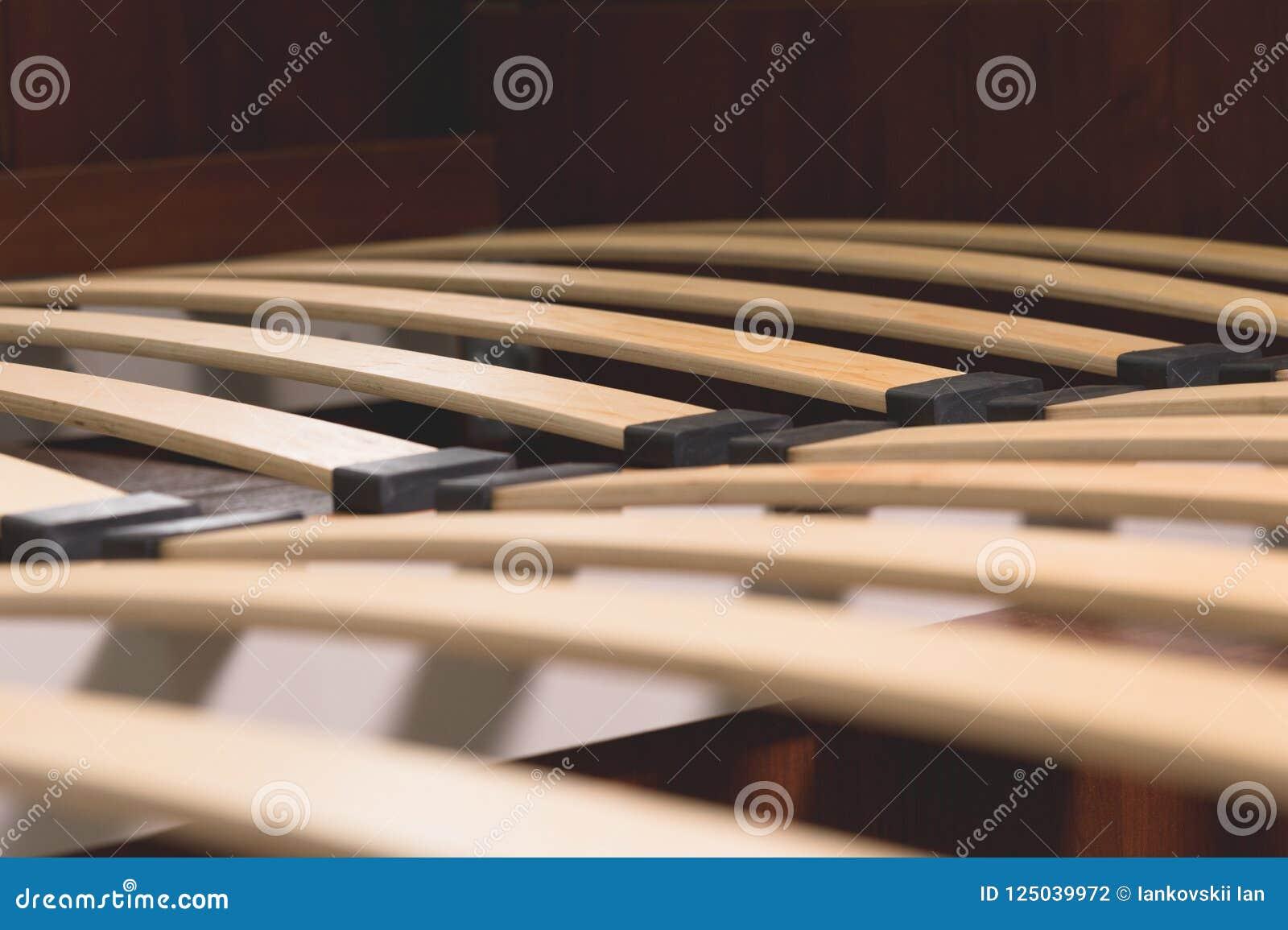 Base Letto Legno : Elementi di legno del primo piano di una base arthopedic di un letto