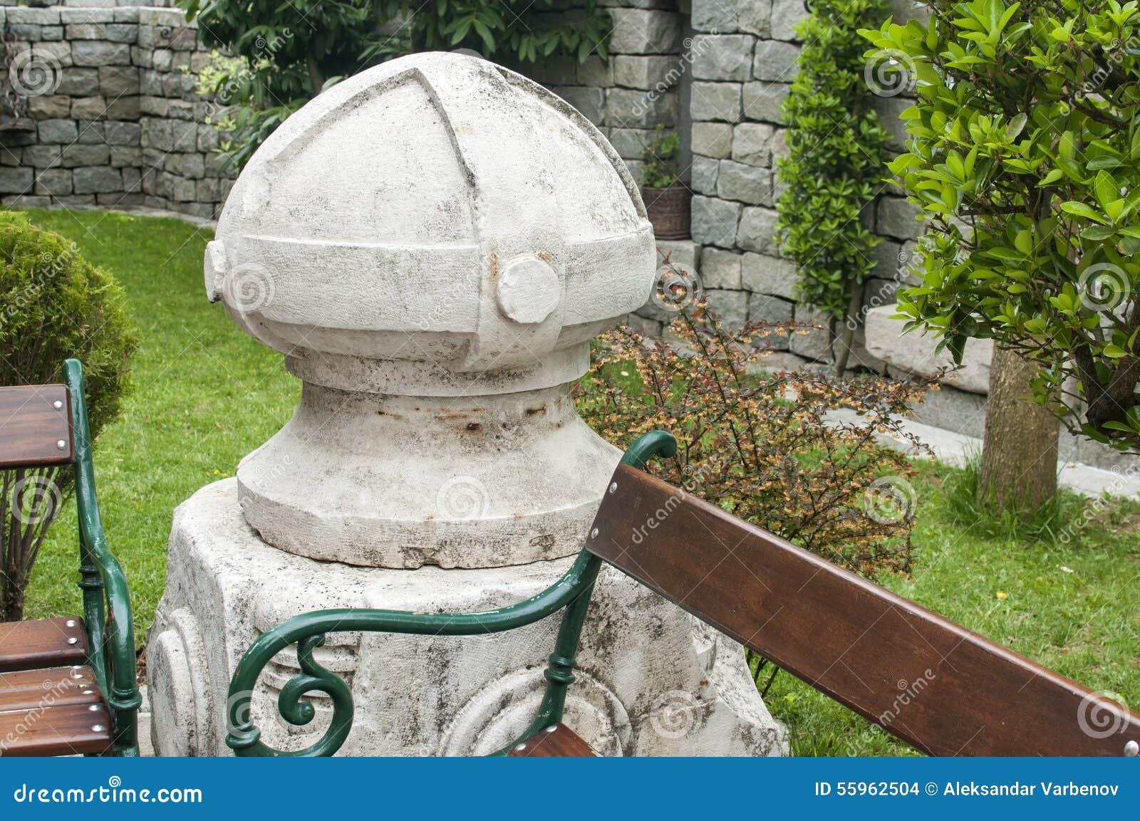escada de pedra no jardim:Elemento De Pedra No Jardim Foto de Stock – Imagem: 55962504