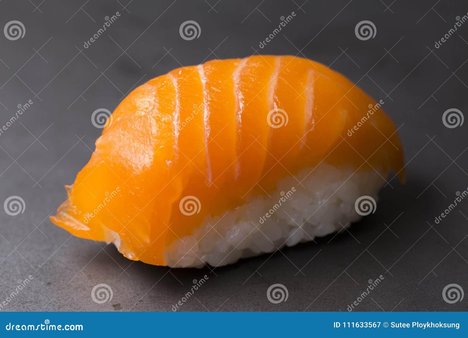 Elementy zaprojektowane menu restauracji sushi łososia bardzo przydatne