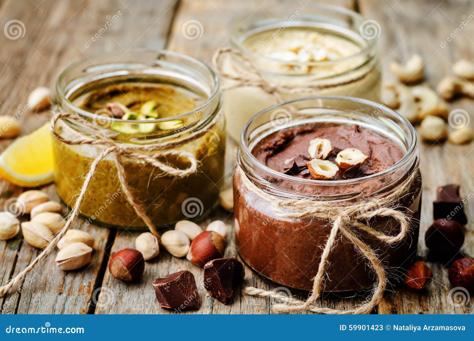 Elenchi i burri di dado, il pistacchio, la nocciola e l anacardio tostati