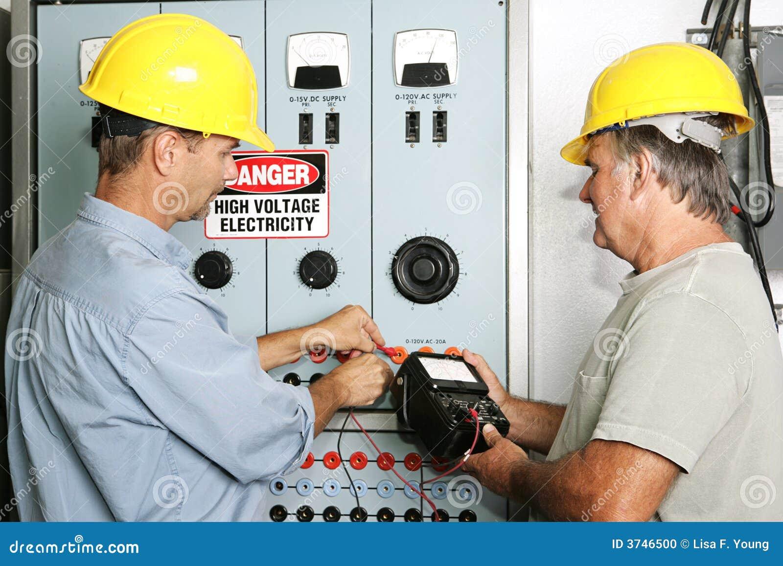 Eletricistas Industriais Foto De Stock Imagem De Painel 3746500