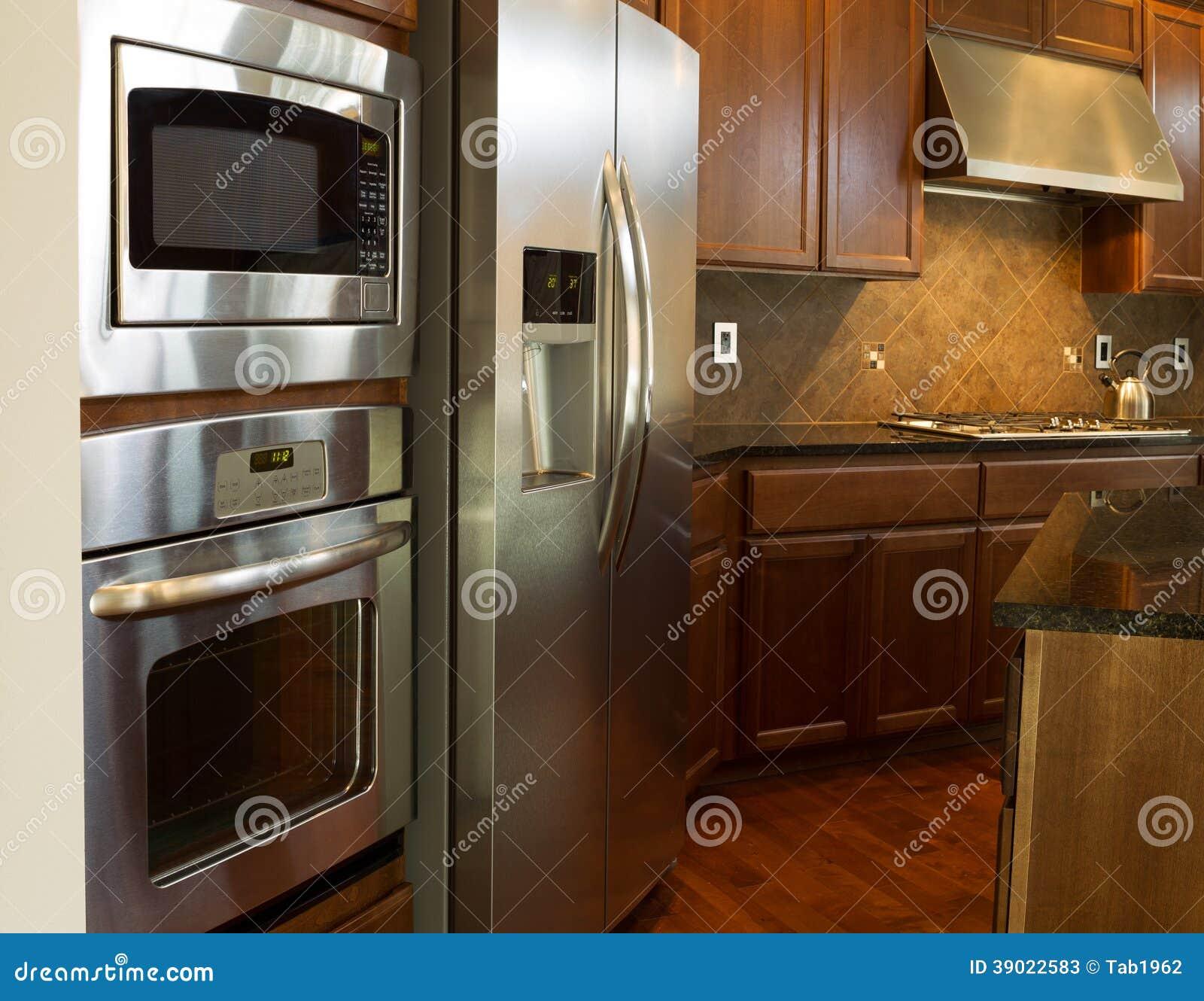 Elettrodomestici da cucina immagine stock immagine di contatore 39022583 - Elettrodomestici da cucina ...