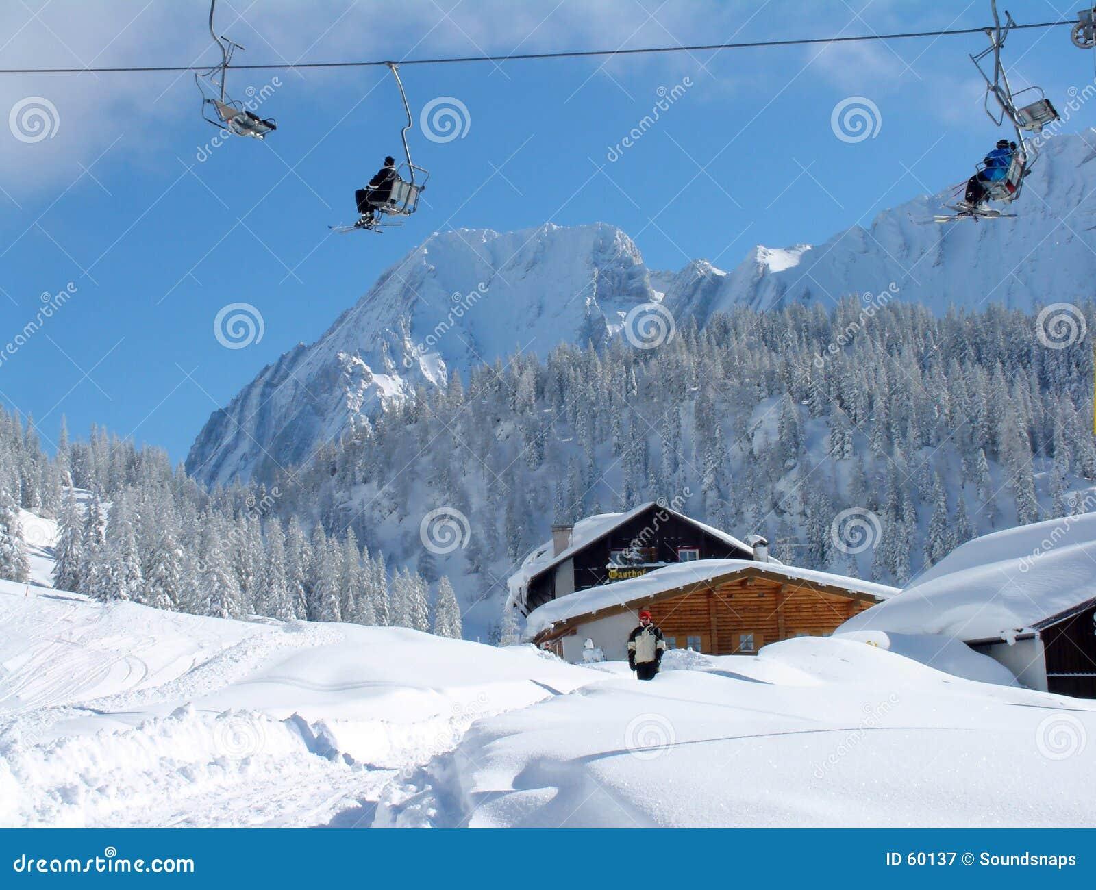 Elevación de esquí alpestre
