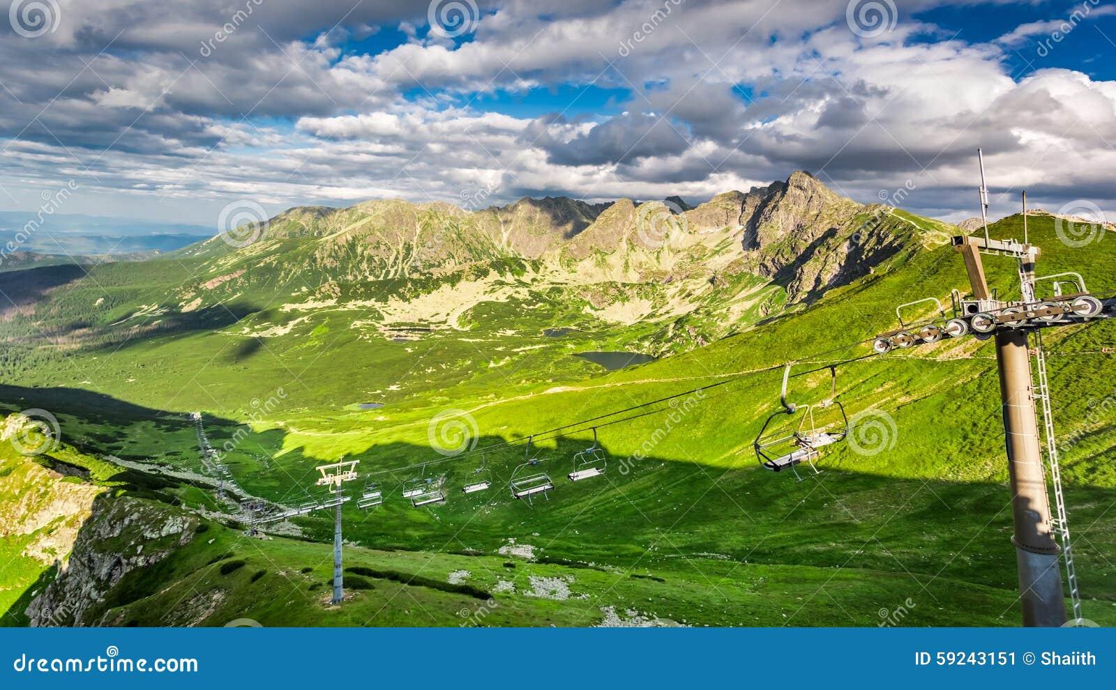 Download Elevaciones De La Antena Sobre Las Montañas De Tatra Imagen de archivo - Imagen de asoleado, turismo: 59243151