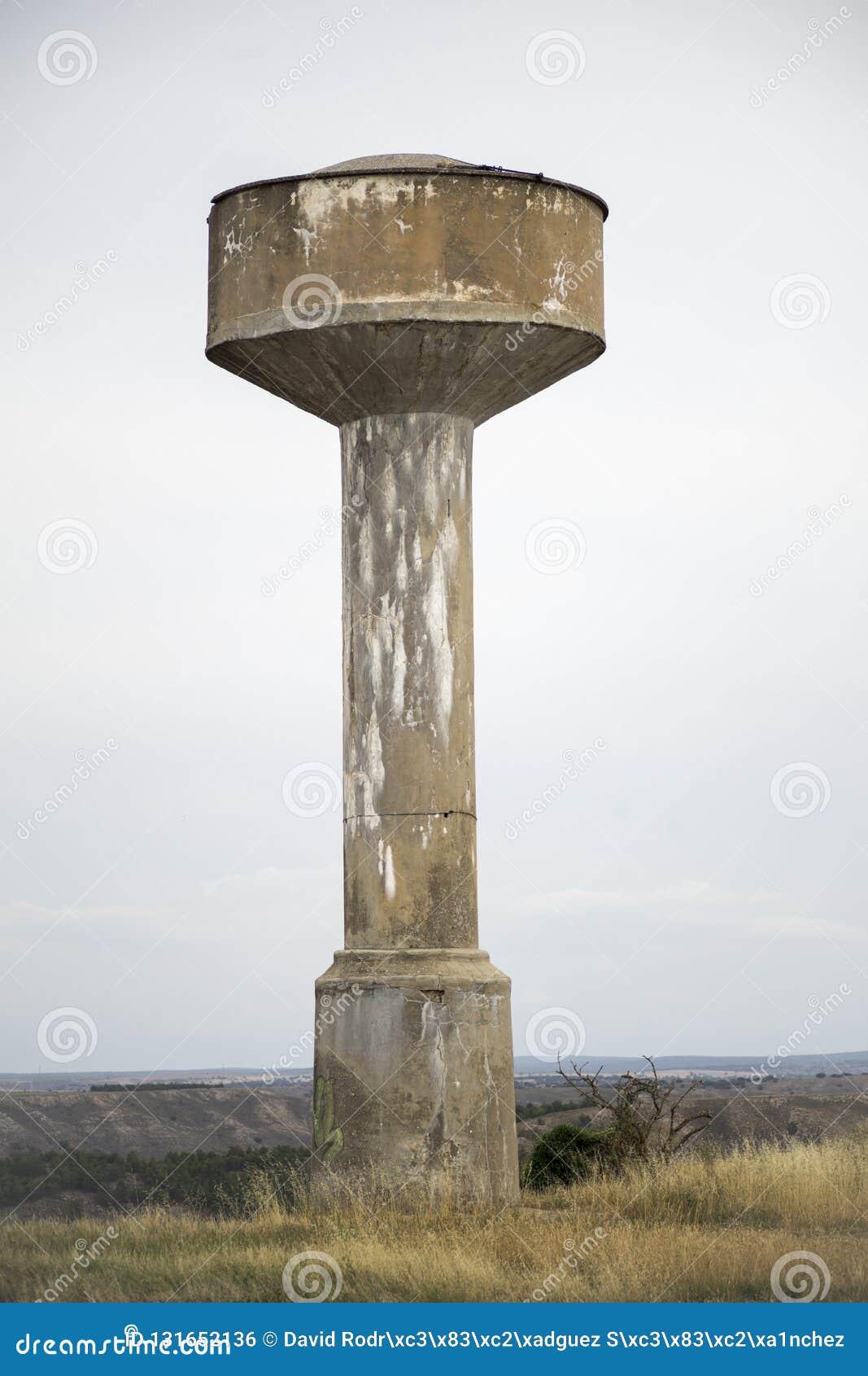 Elevado reforçou a torre concreta do tanque de água