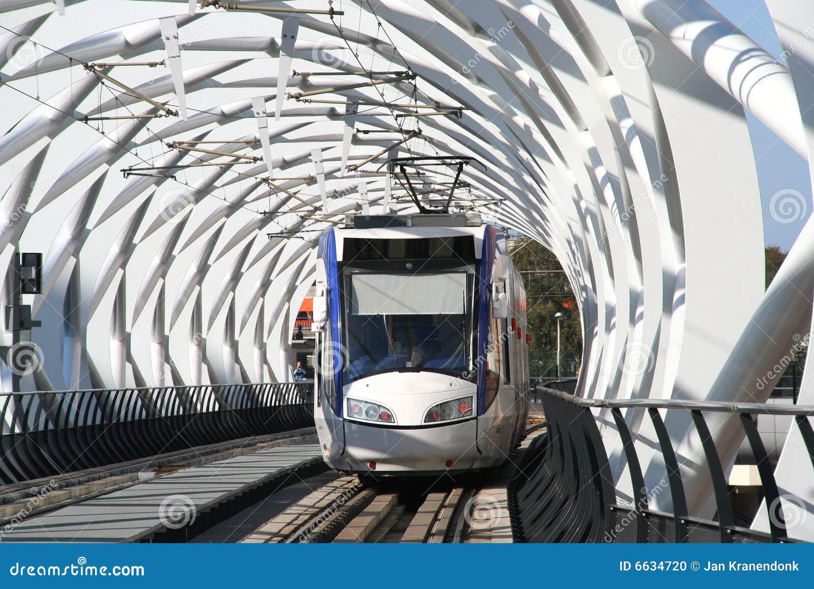 elevated-railway-6634720.jpg