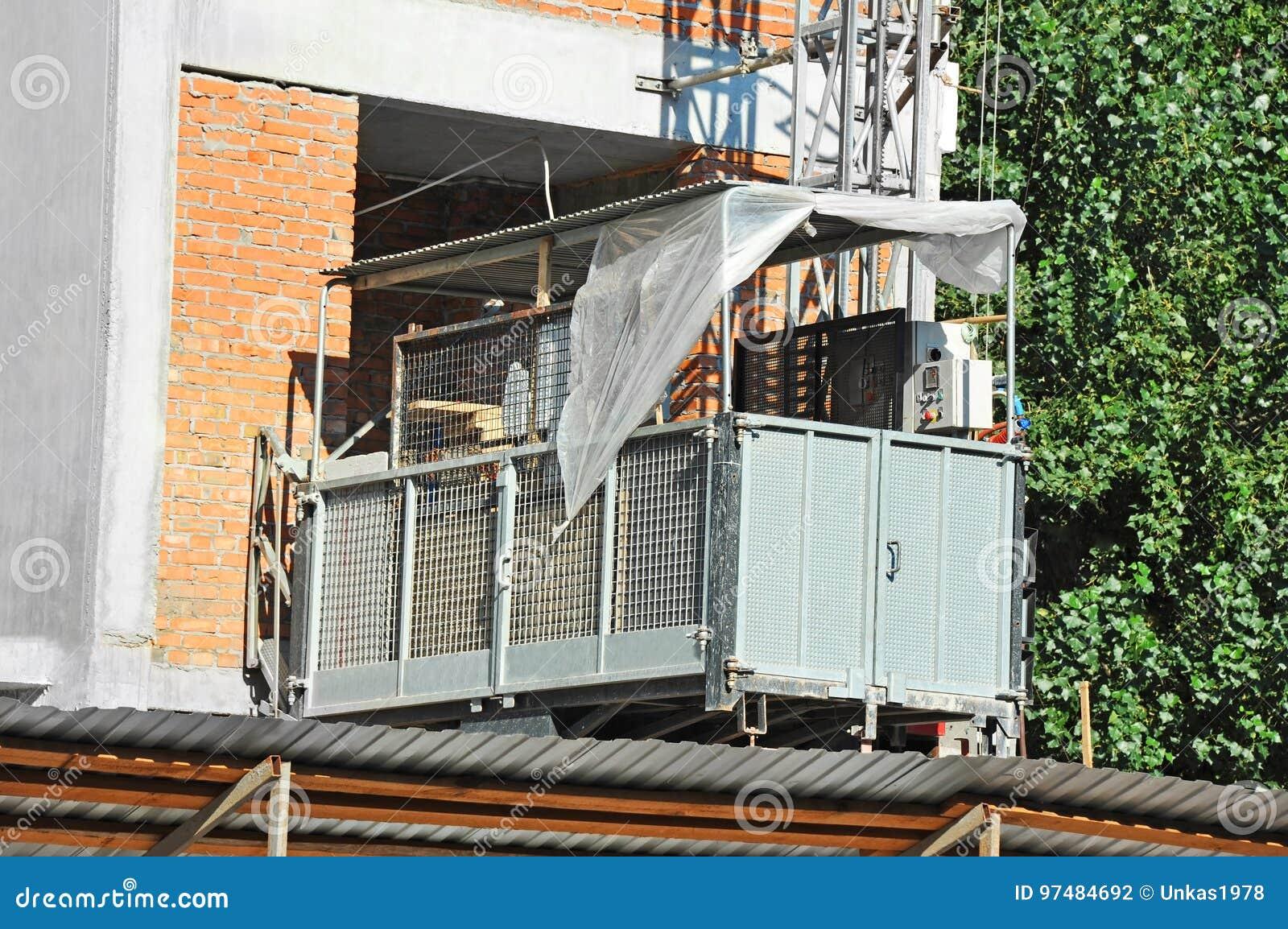 Elevatore sul cantiere