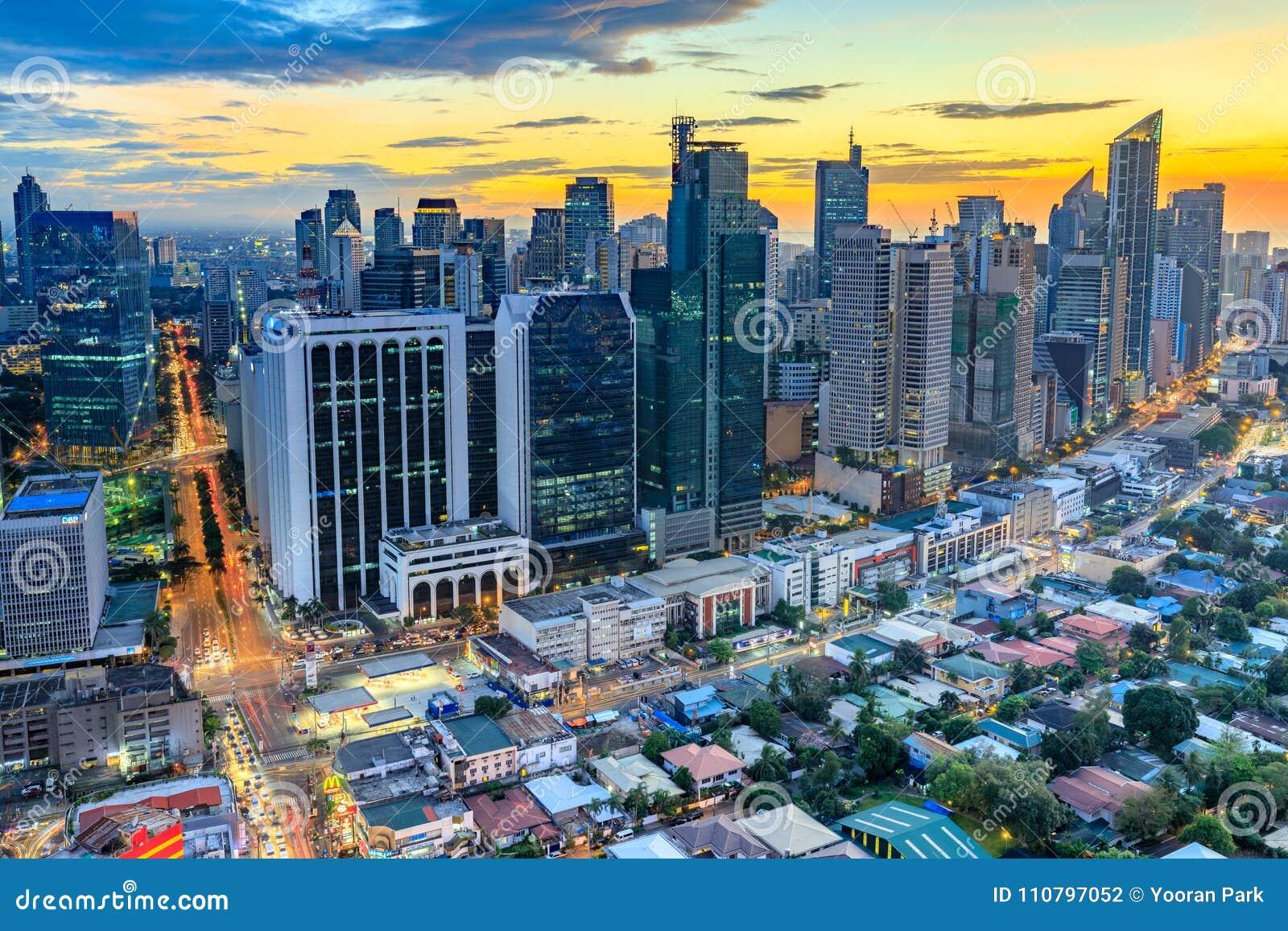 Eleveted, opinião de Makati, o distrito financeiro da noite do metro Manila, Filipinas
