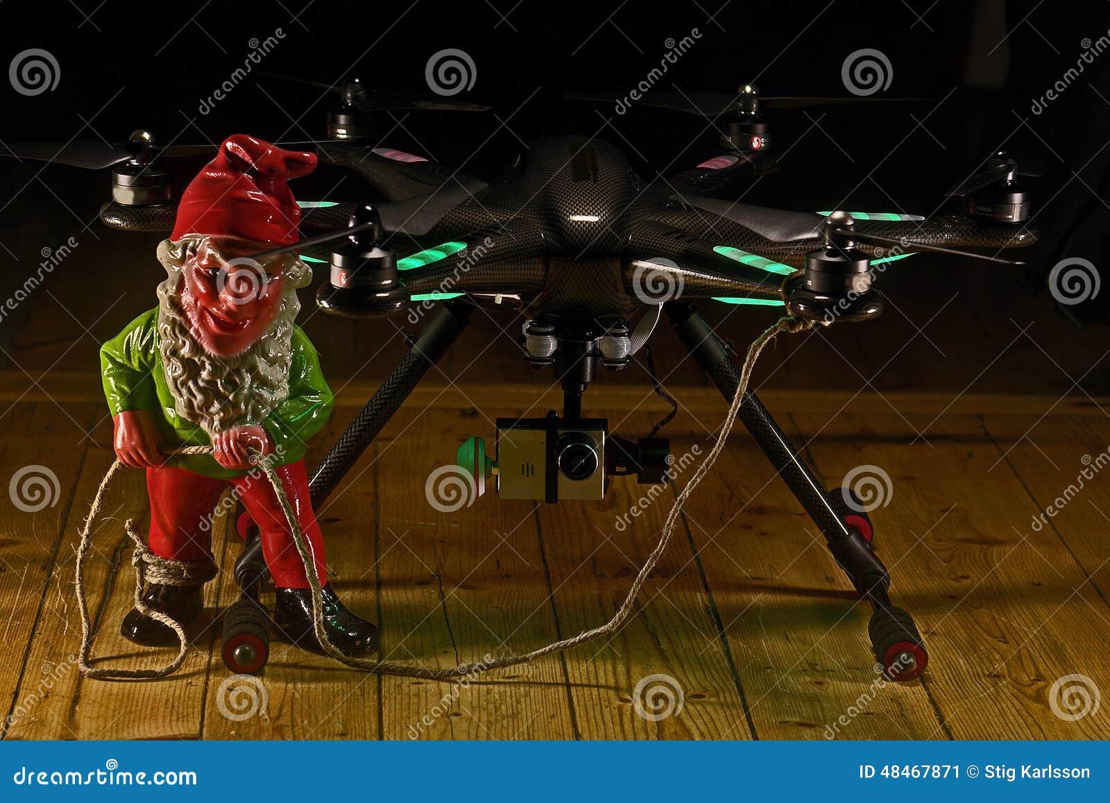 Elf trzyma Hexacopter z kamerą w hdr