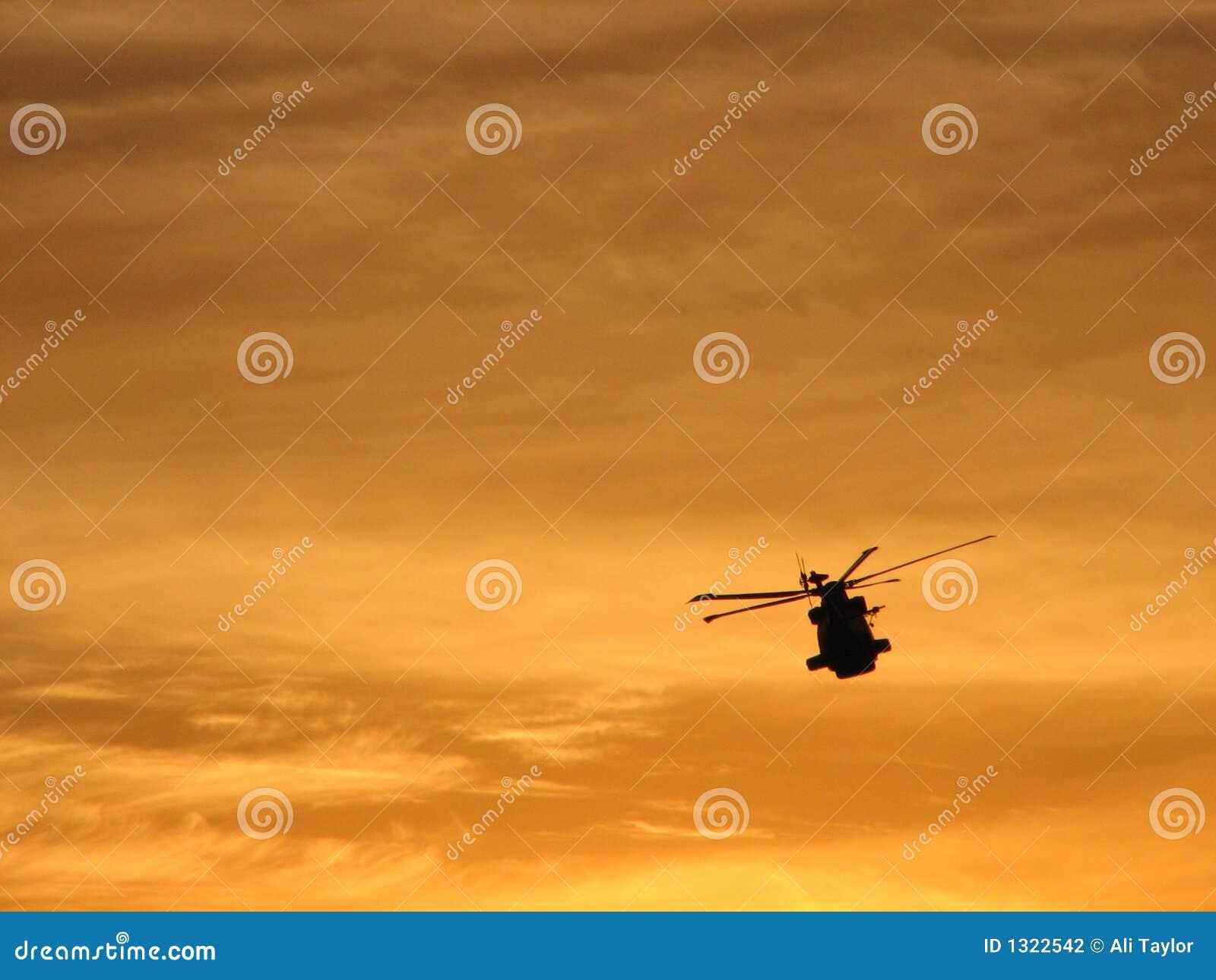 Elicottero Arancione : Elicottero fotografia stock immagine di caldo tramonto