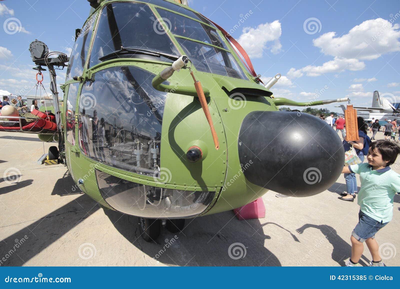 Elicottero Puma : Elicottero eccellente del puma immagine editoriale