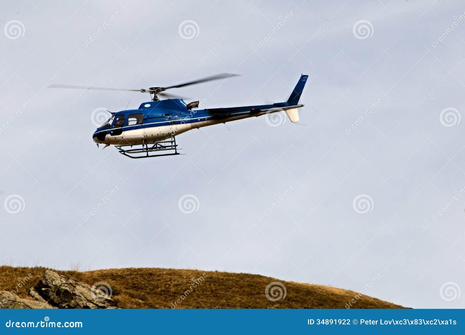Elicottero B3 : Elicottero ecureuil as b in volo fotografia editoriale