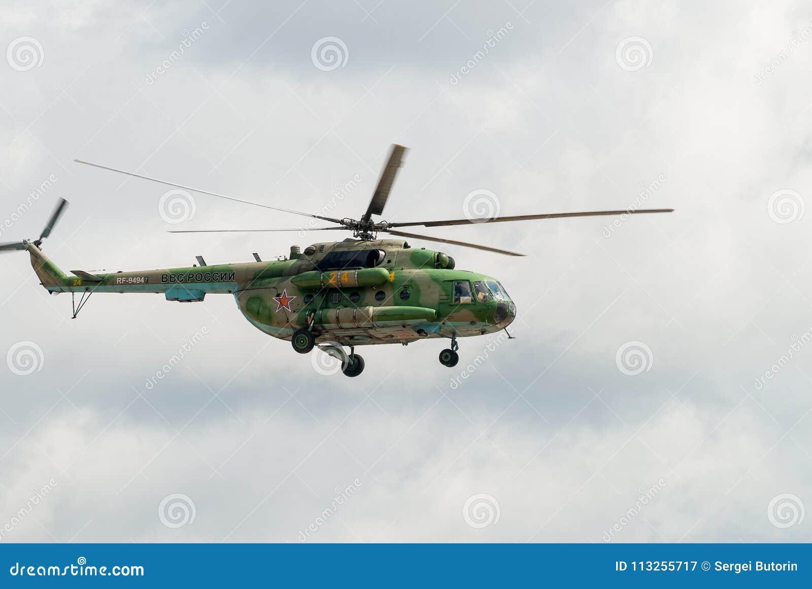 Elicottero 8 : Elicottero militare russo mi nel cielo nuvoloso fotografia