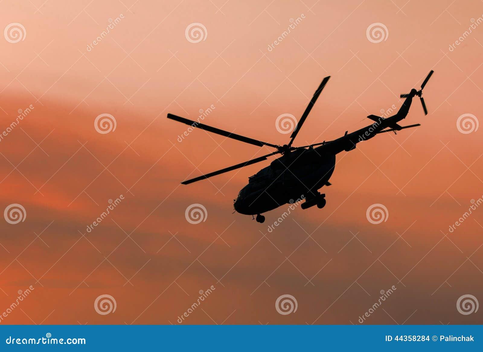 Elicottero militare ucraino in volo