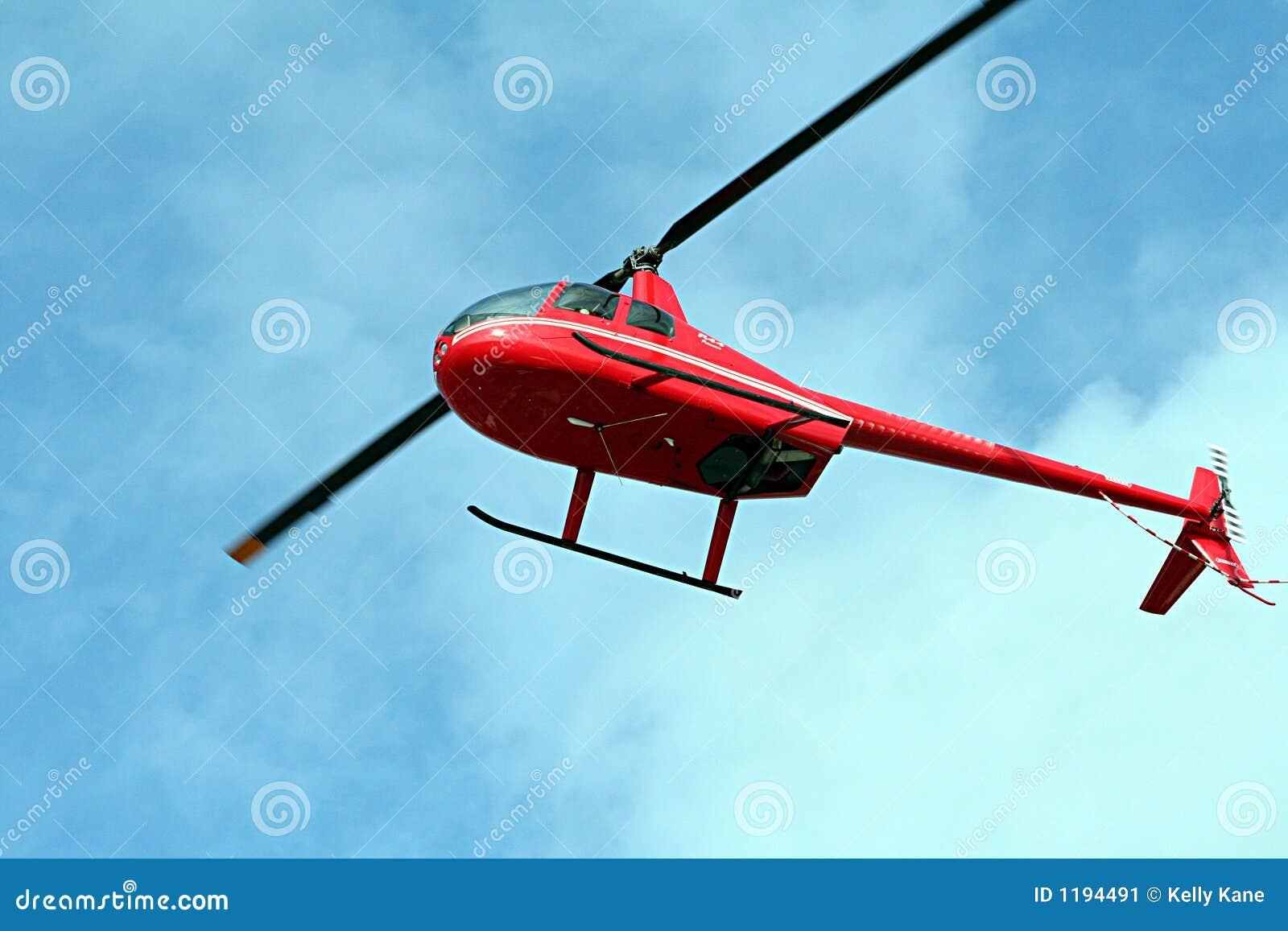 Elicottero Renzo Rosso : Elicottero rosso immagine stock di cielo pilota