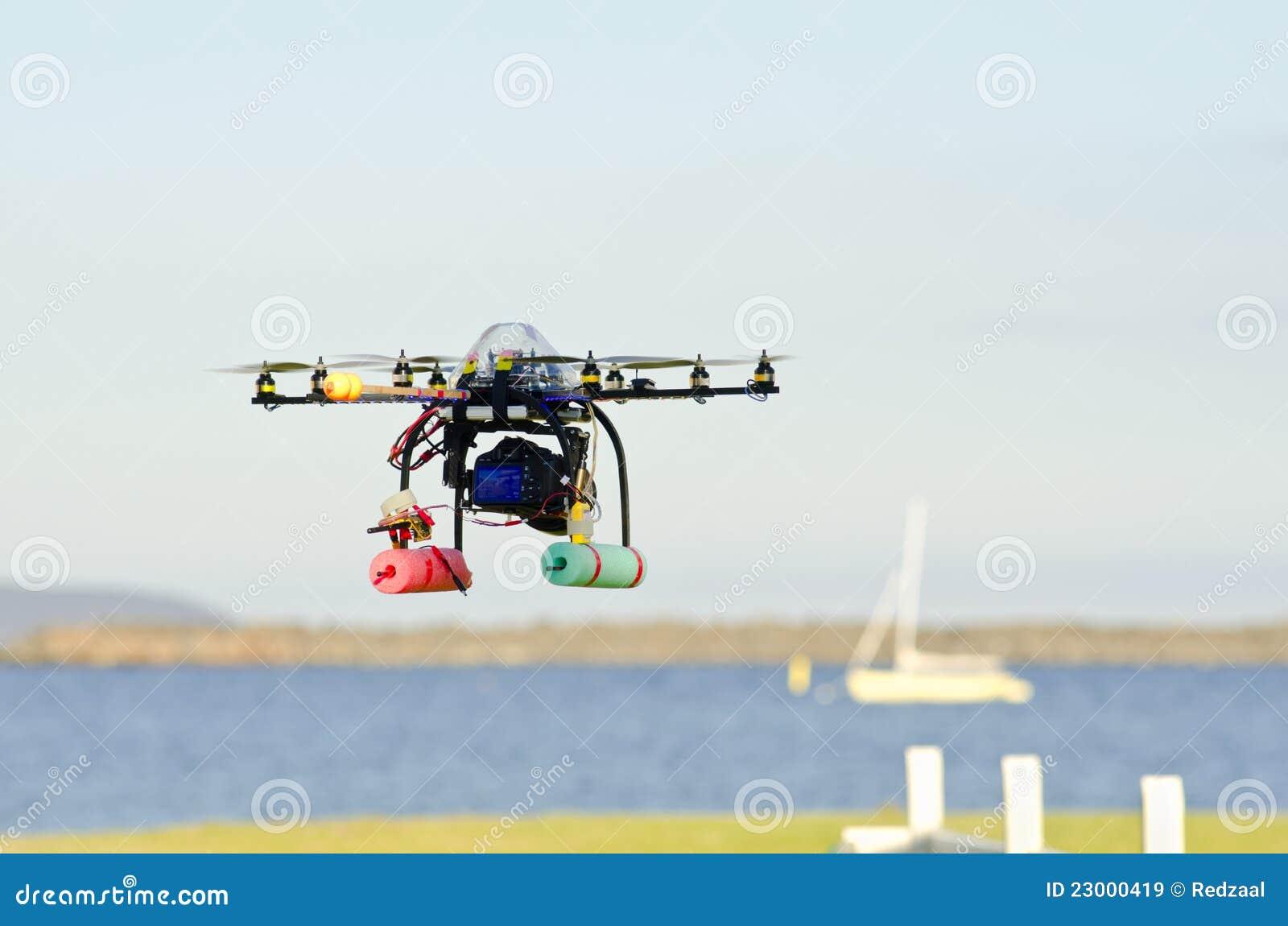 Elicottero Telecomandato Con Telecamera : Elicottero telecomandato di sorveglianza immagini stock