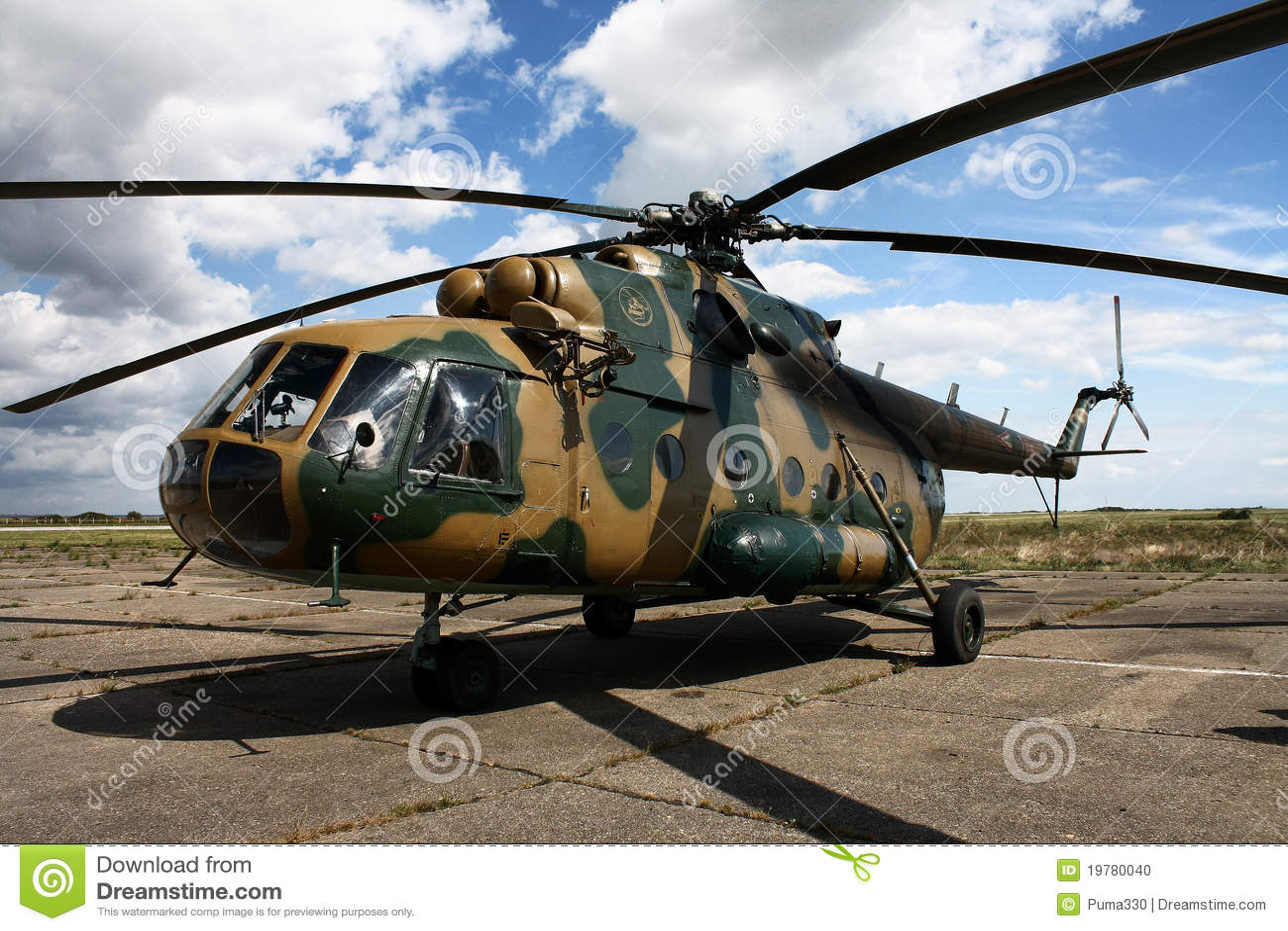 Costo Elicottero 8 Posti : Elicottero ungherese mi immagine editoriale
