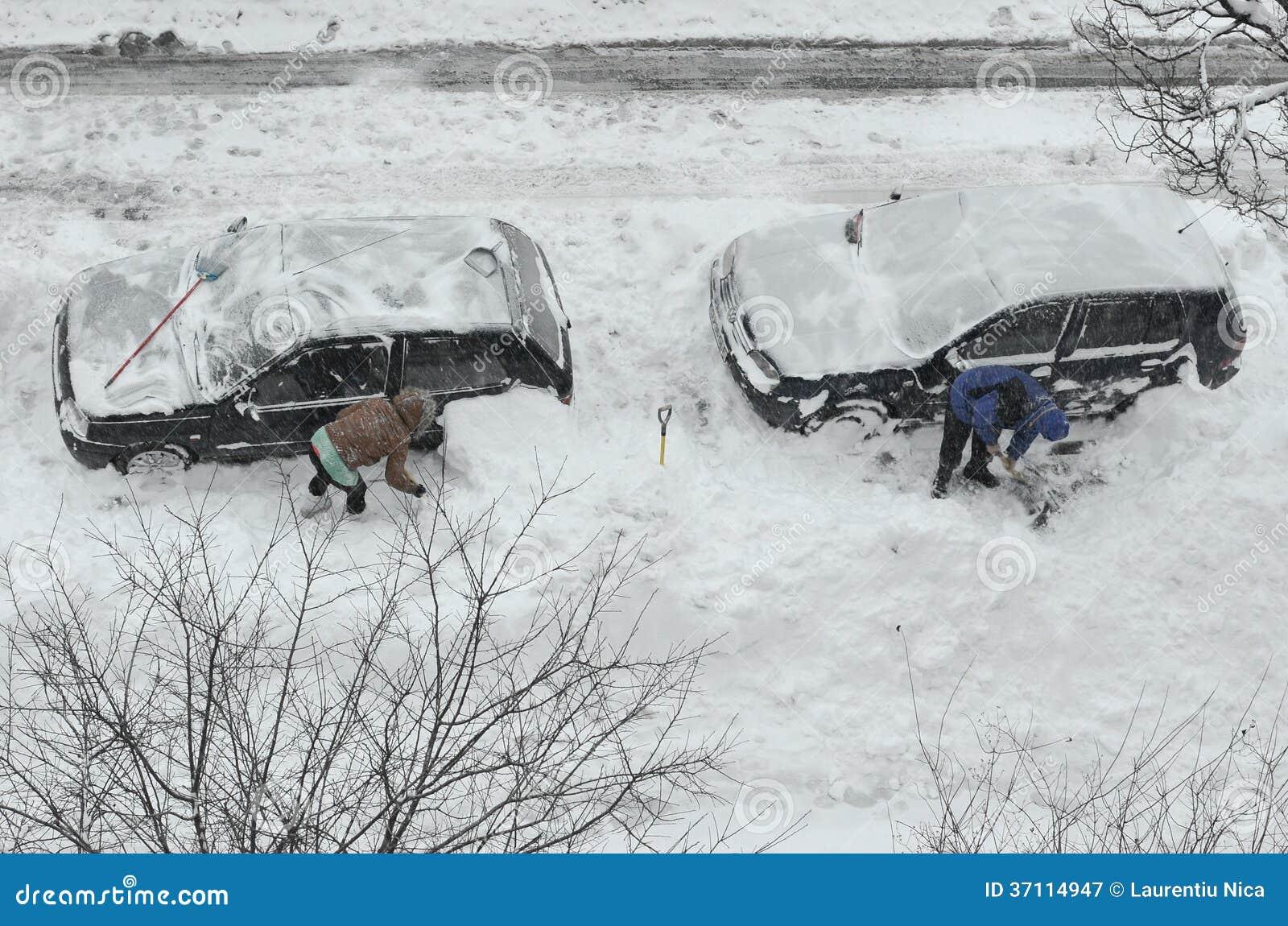 Eliminación de nieve de los coches