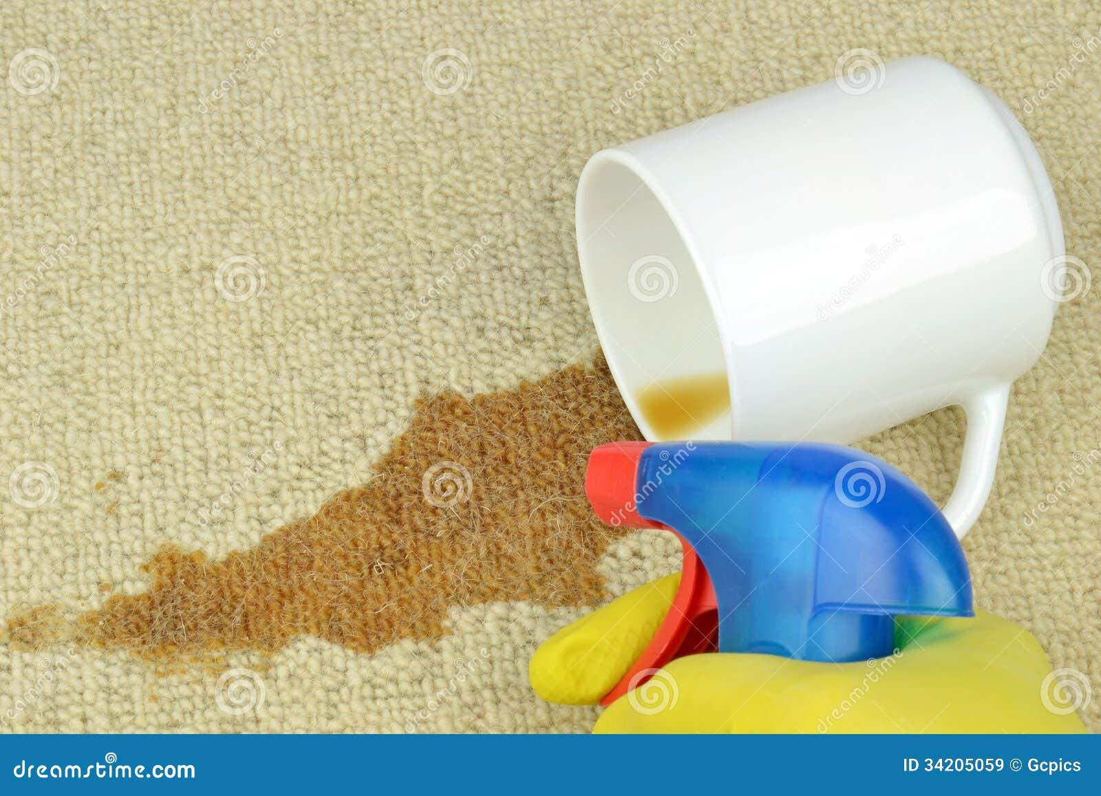Eliminación de una mancha del café de una alfombra