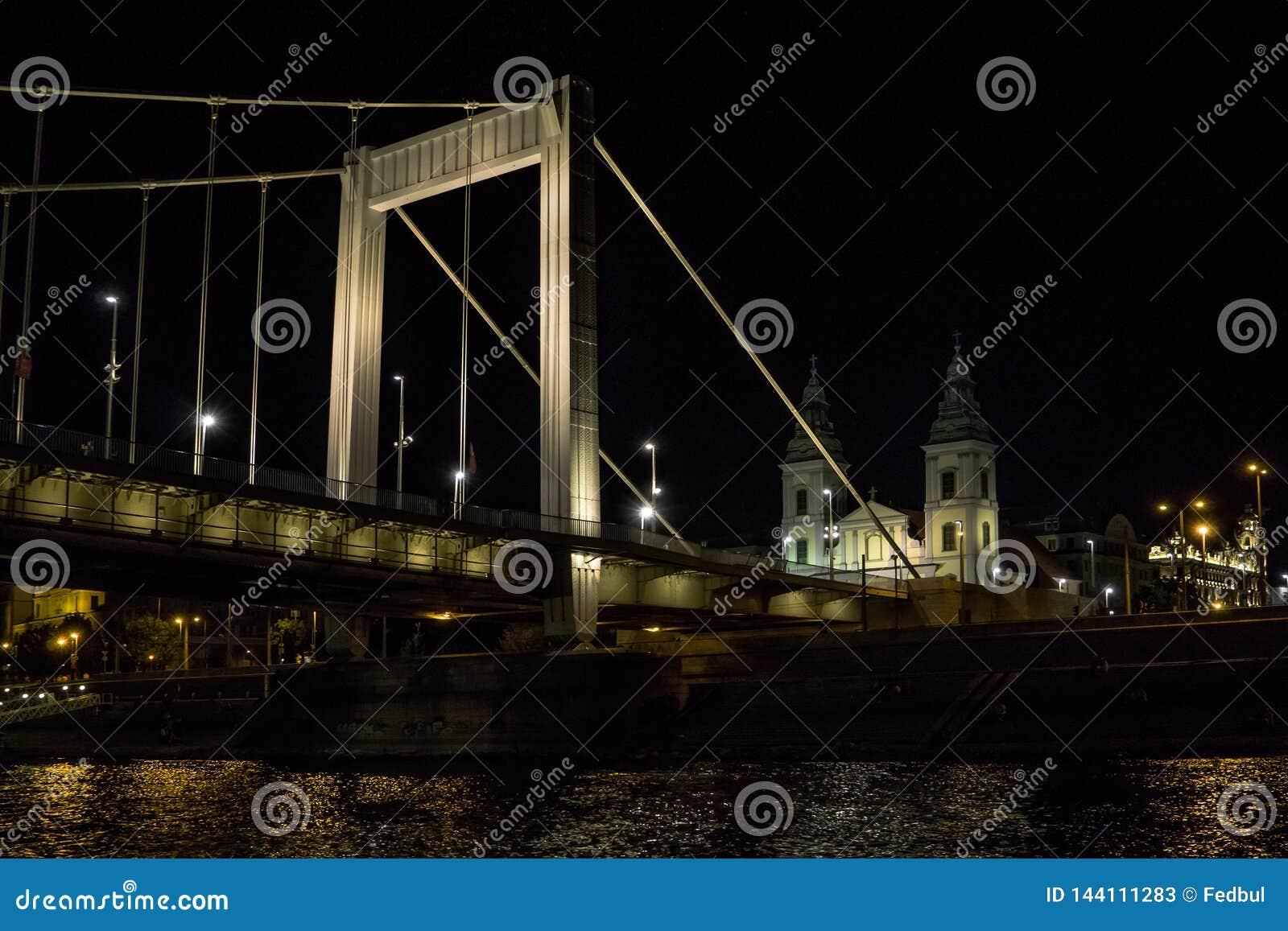 Elisabeth Bridge Erzsebet bij de rivier van Donau Boedapest Hongarije