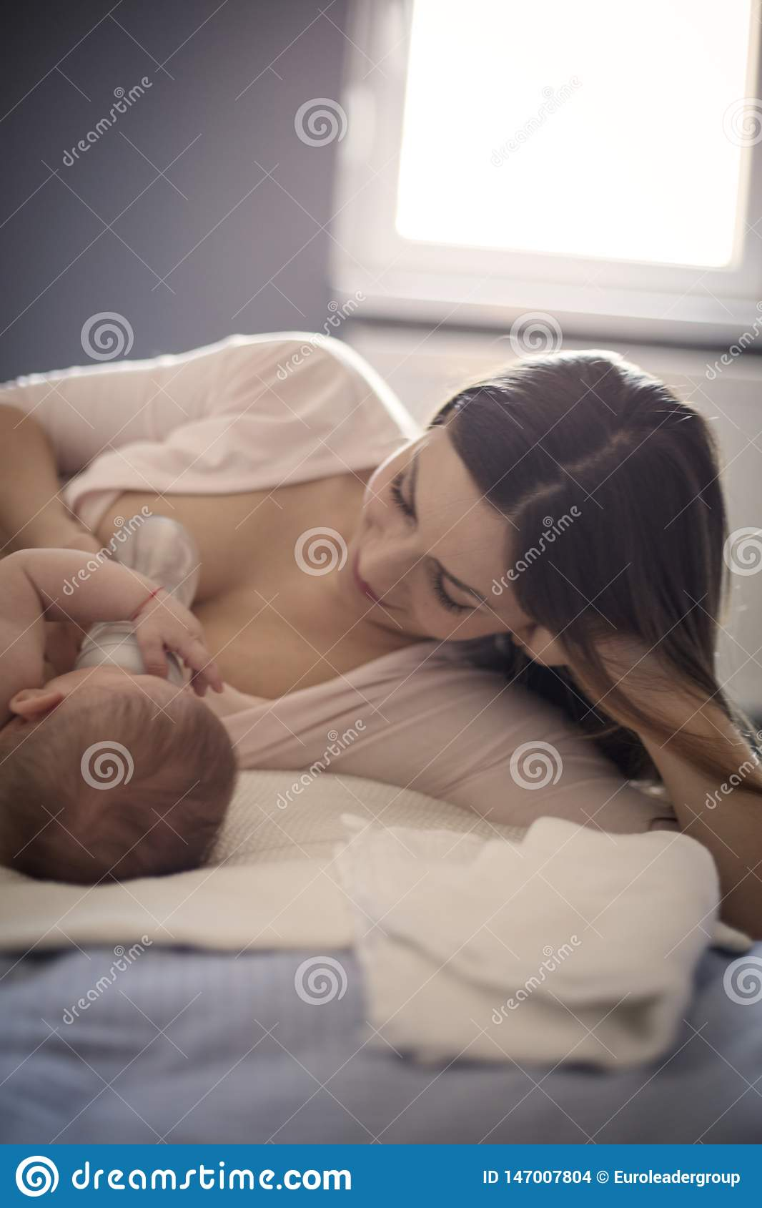 Ella goza en cada momento dedicado a su bebé