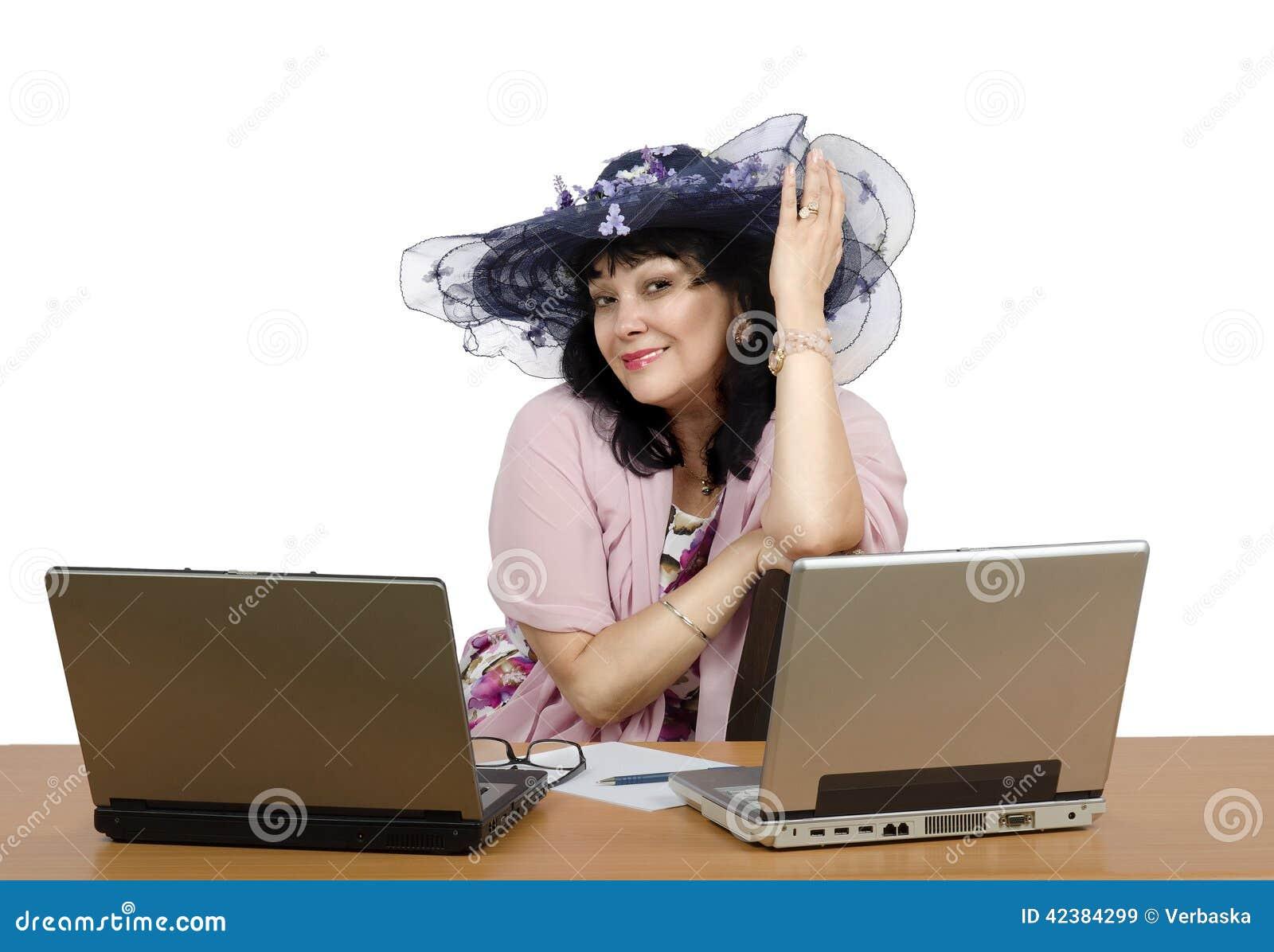 Elle est propriétaire de service de rencontres en ligne