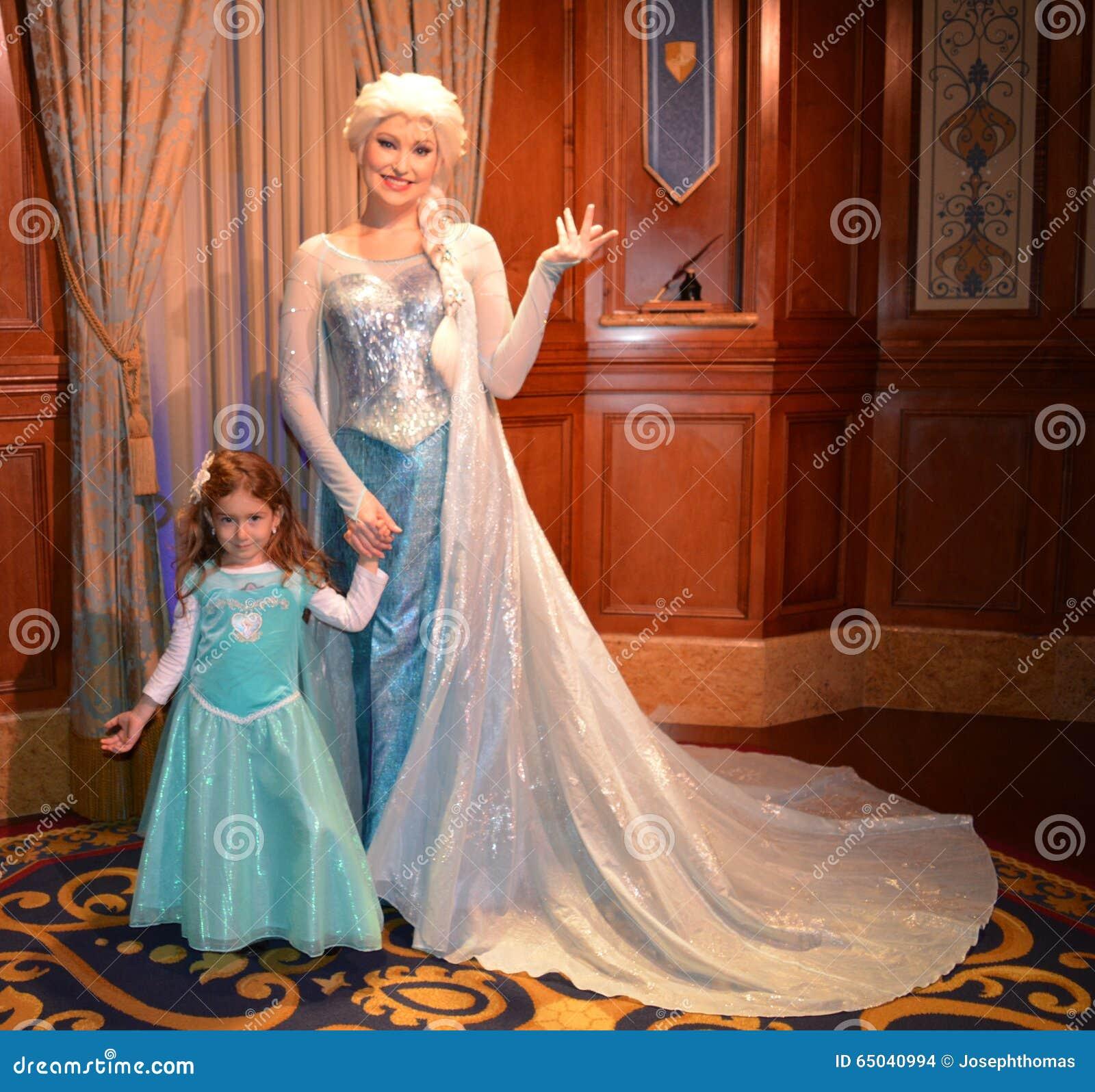 bc4becd99b1f Elsa And Beautiful Girl - Disney Movie Frozen - Magic Kingdom ...
