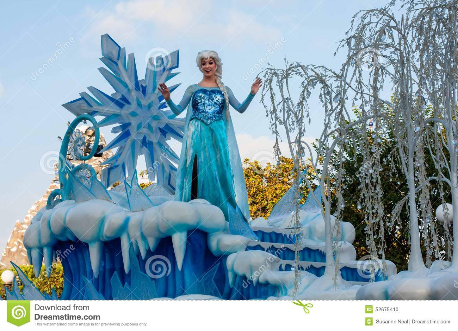 Elsa Of Frozen Fame On Float In Disneyland Parade Editorial Image