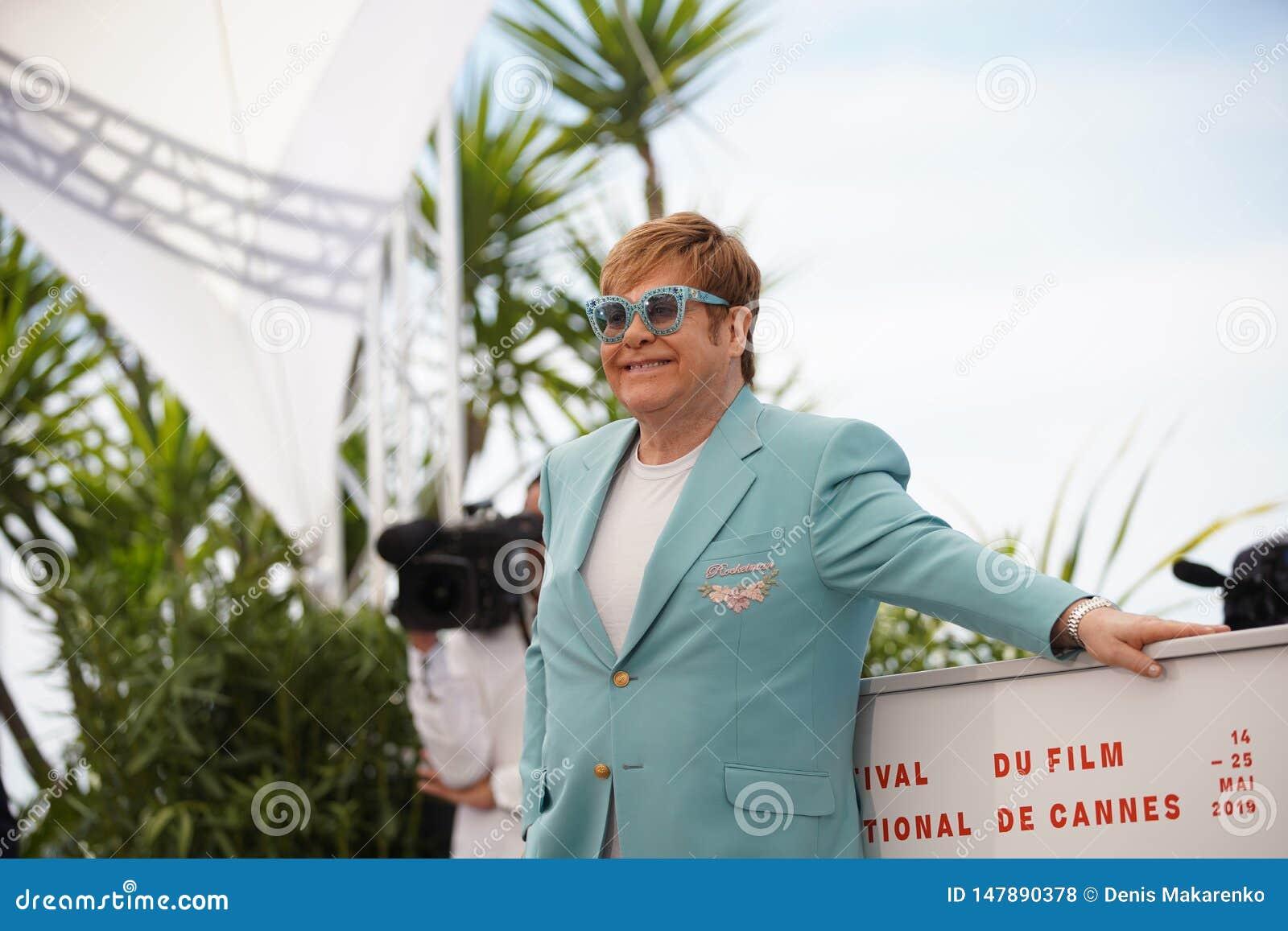 Elton John atende ao photocall