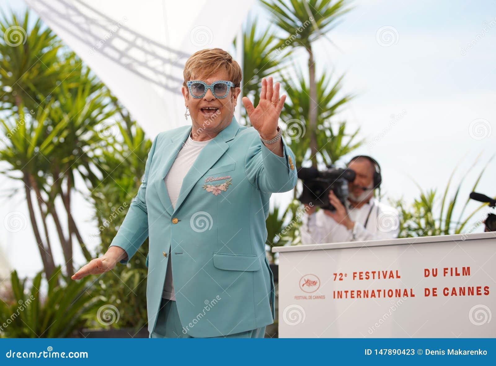 Elton John atende ao photocall para