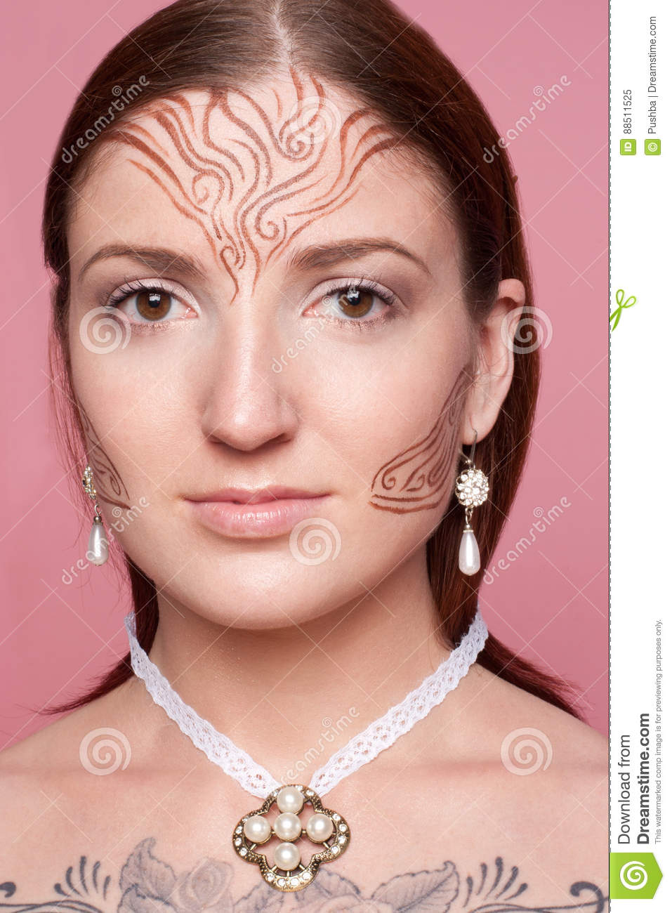 Elven girl with drawings on her face