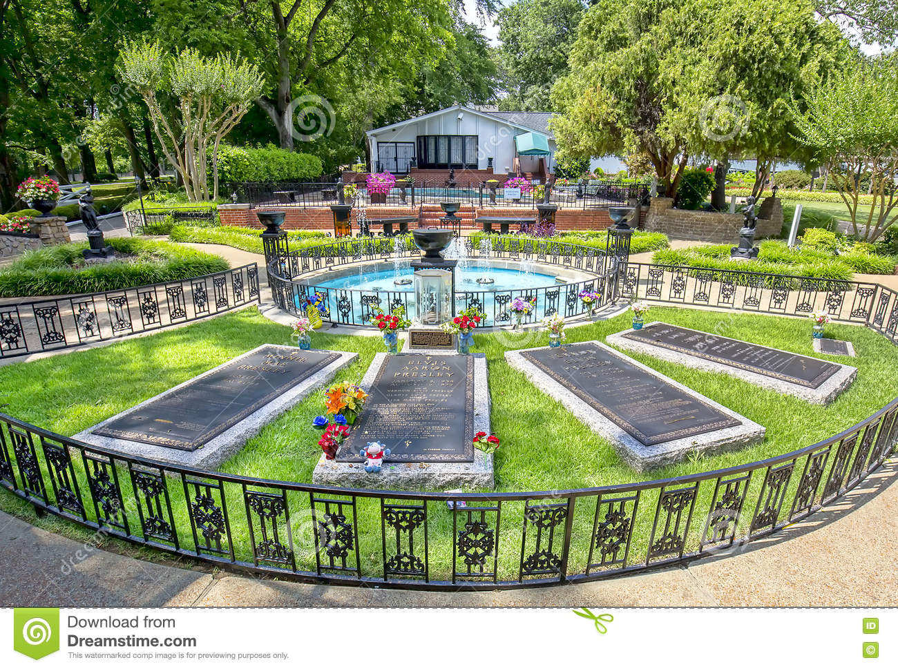 Elvis presley and parents graceland burial site editorial for House pictures website