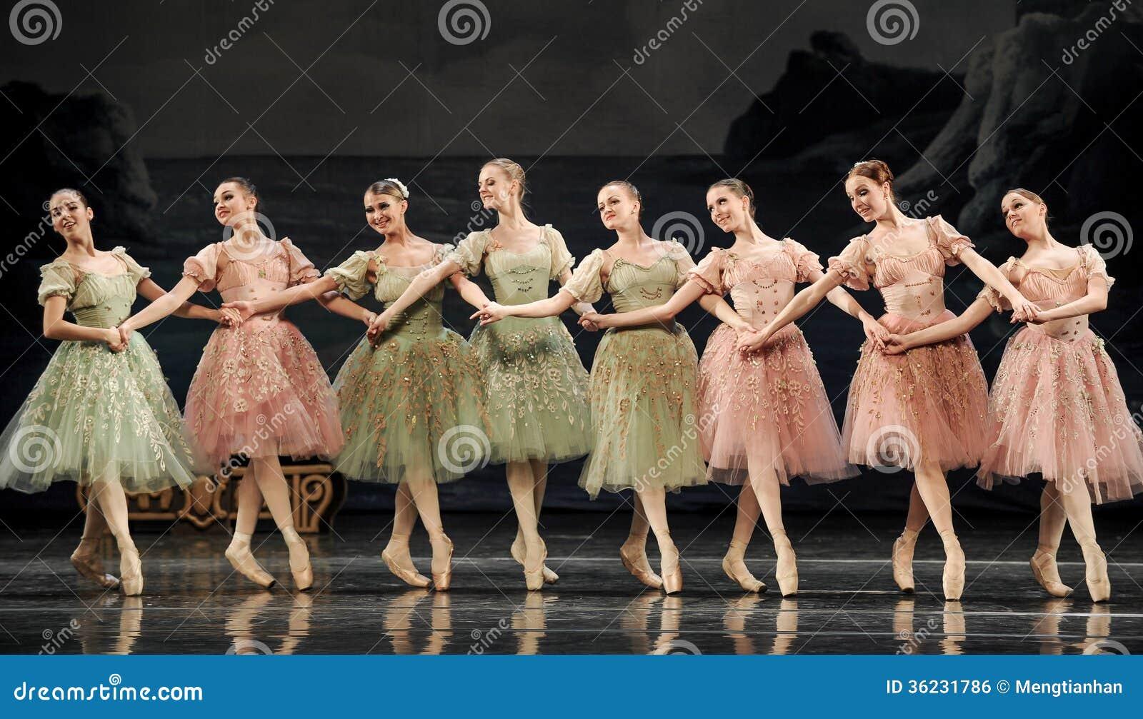 Em conjunto meninas do bailado