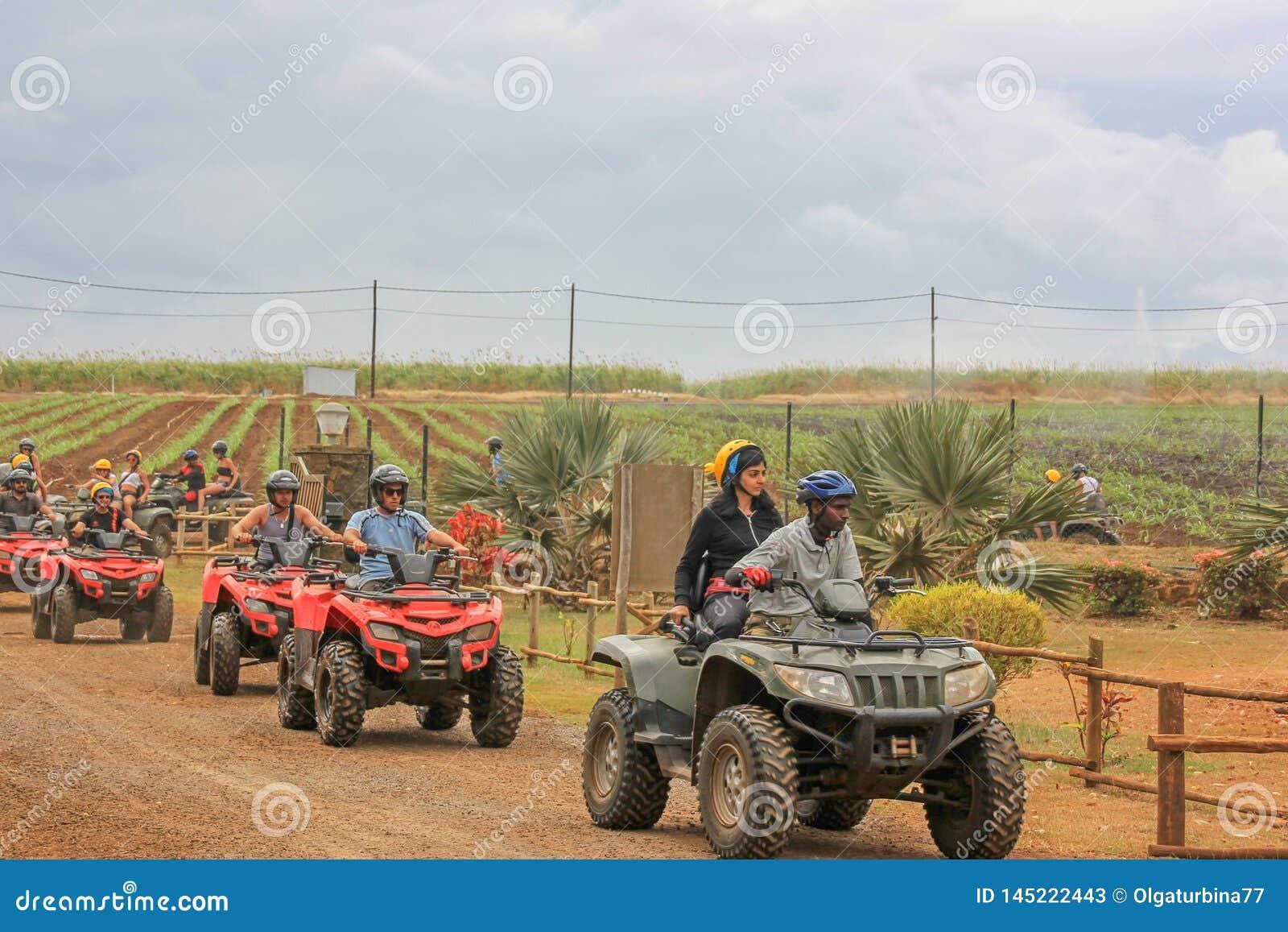 Em julho de 2014 Parque natural de Casela, Maur?cias, ?frica Come?o da viagem da aventura do safari da bicicleta do quadril?tero
