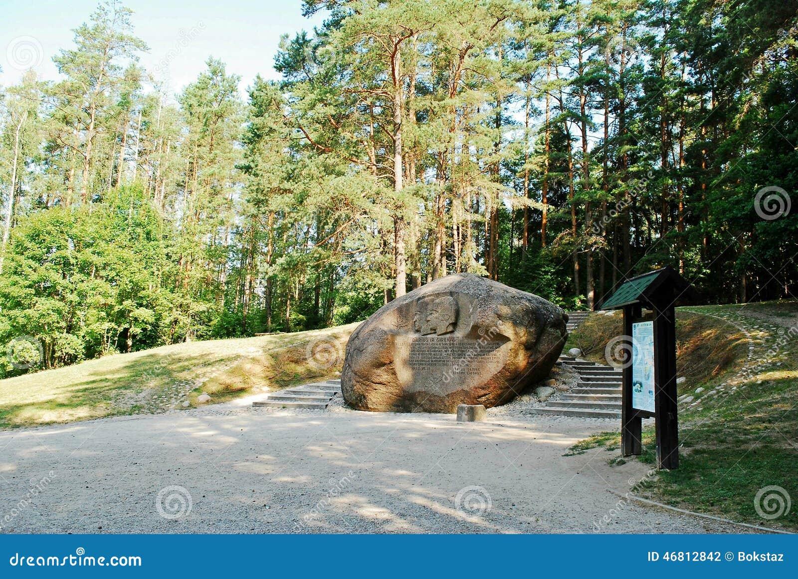 Em segundo - a rocha a maior no distrito de Anyksciai de Lituânia Puntukas