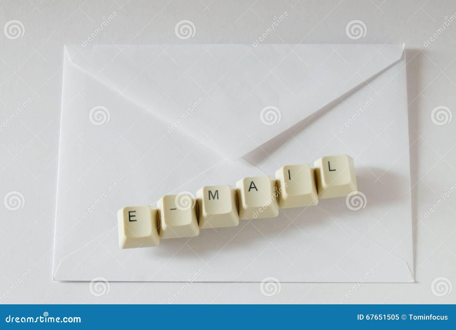 Email e busta della lettera