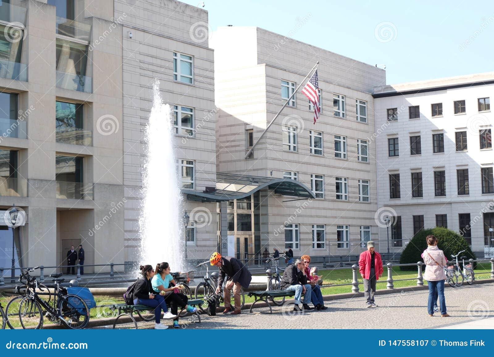 Embajada Berlín de los E.E.U.U. con la gente