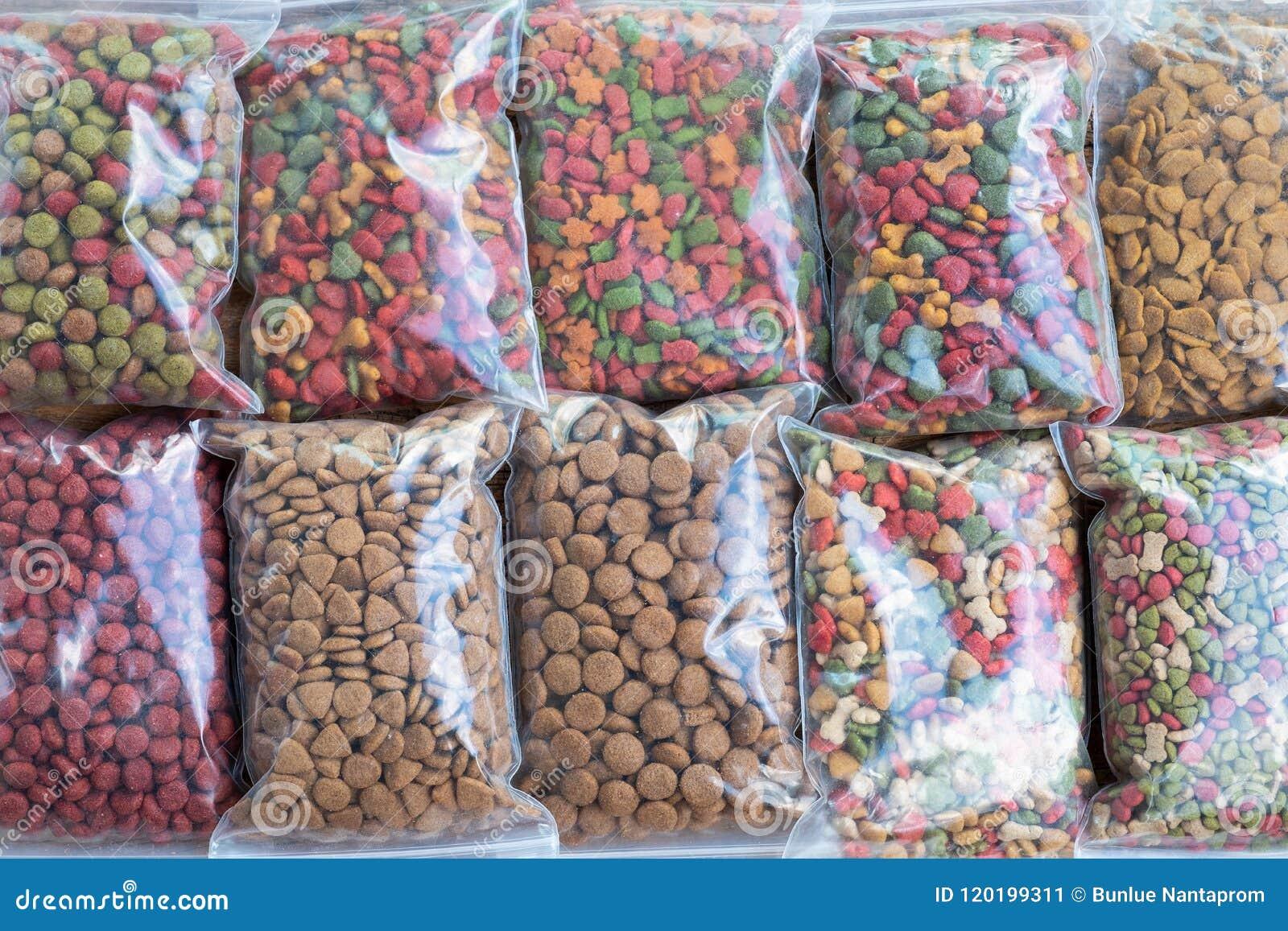 Embalagem do alimento para cães no saco de plástico para a venda, comida de gato para a venda em s