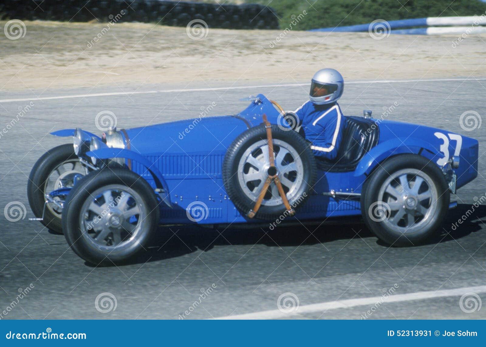 emballage d 39 une voiture de sport classique de bugatti la course de voiture classique de laguna. Black Bedroom Furniture Sets. Home Design Ideas