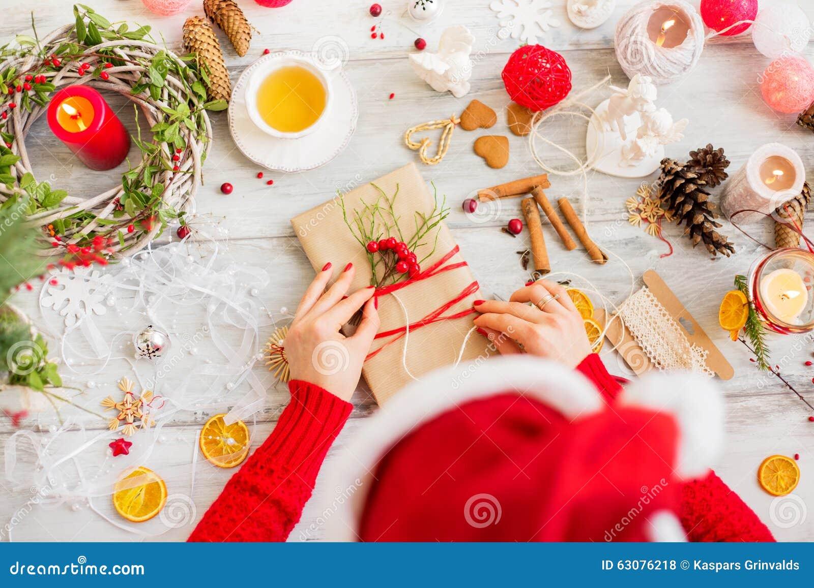 Download Emballage De Cadeau De Noël Photo stock - Image du papier, cadre: 63076218