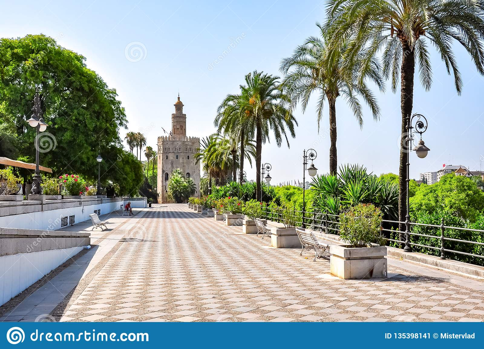 Embanmkent Sevilla en Toren van Gold Torre del Oro, Spanje