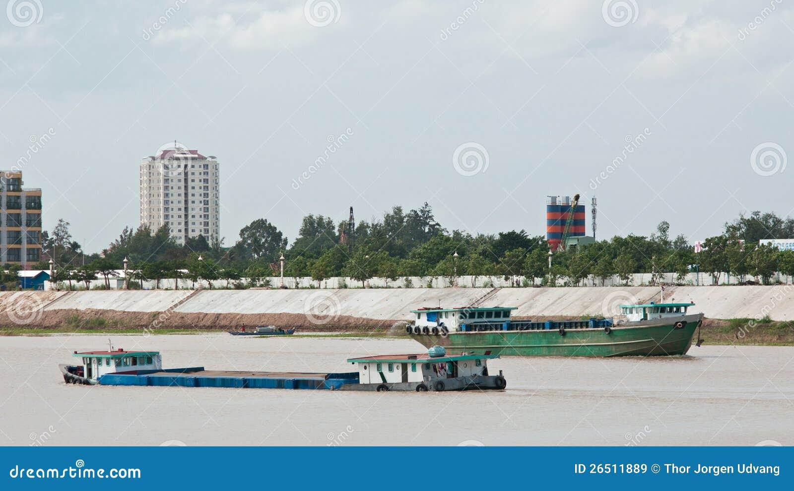 Embarcações do rio em Cambodia