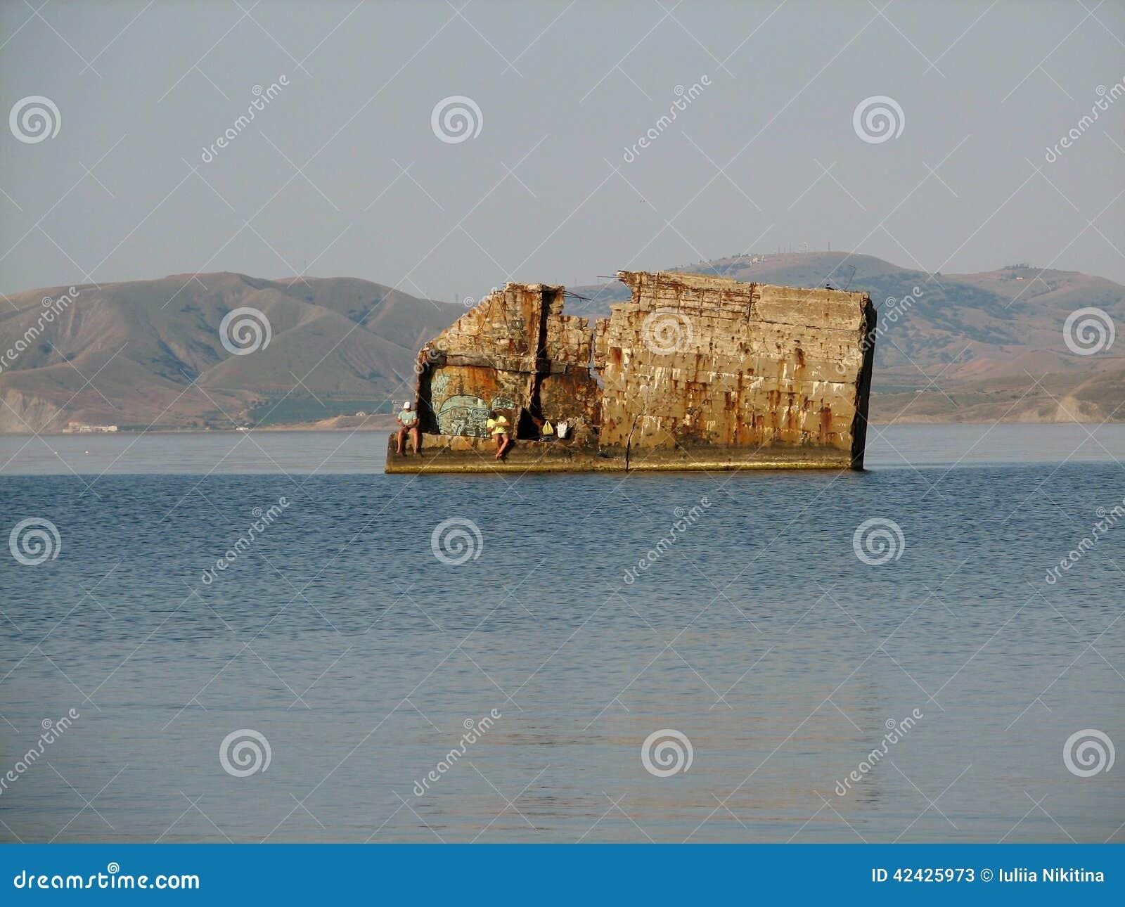 Embarcadero destruido