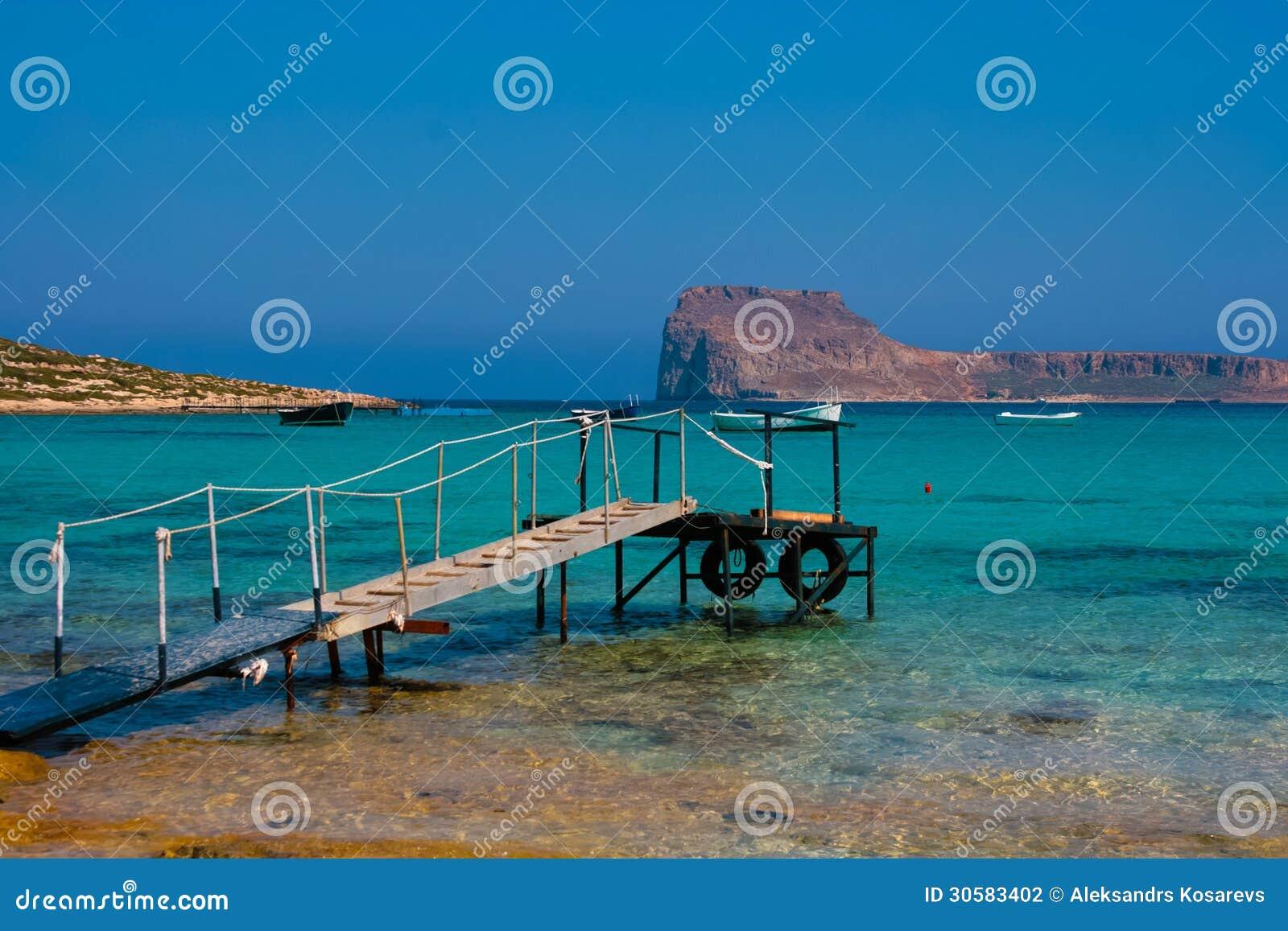 Embarcadero vacío en la laguna de Balos en Creta, Grecia