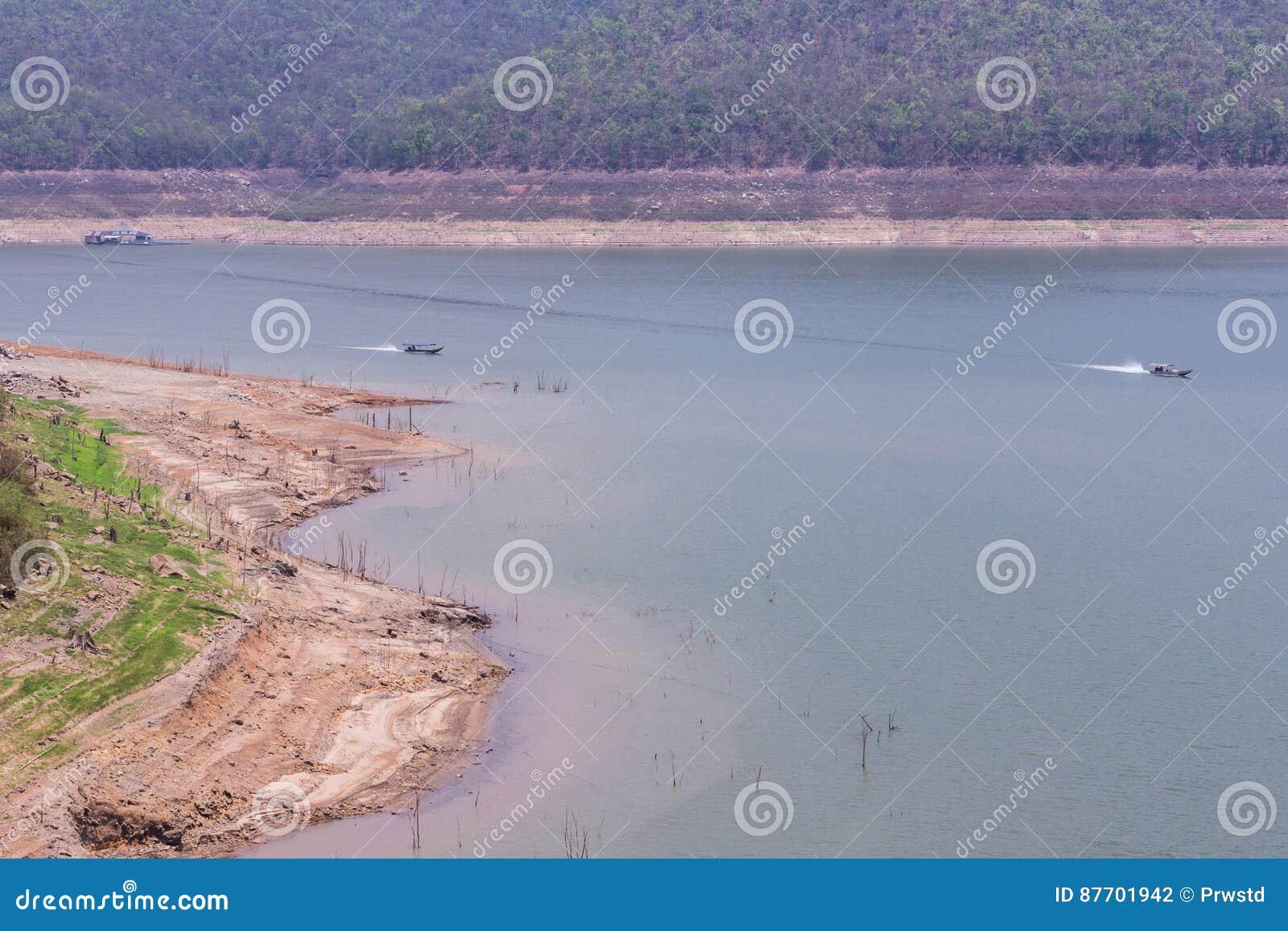 Embarquez la navigation au barrage de Mae Ngad dans Chiangmai Thaïlande