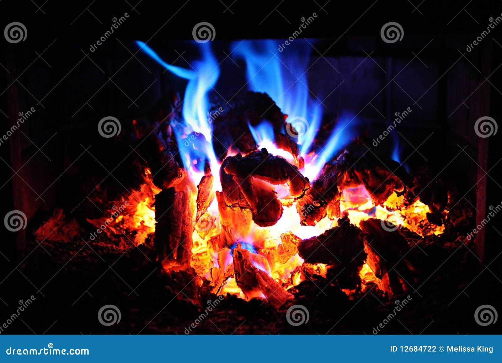 Embers podpalają rozjarzoną noc